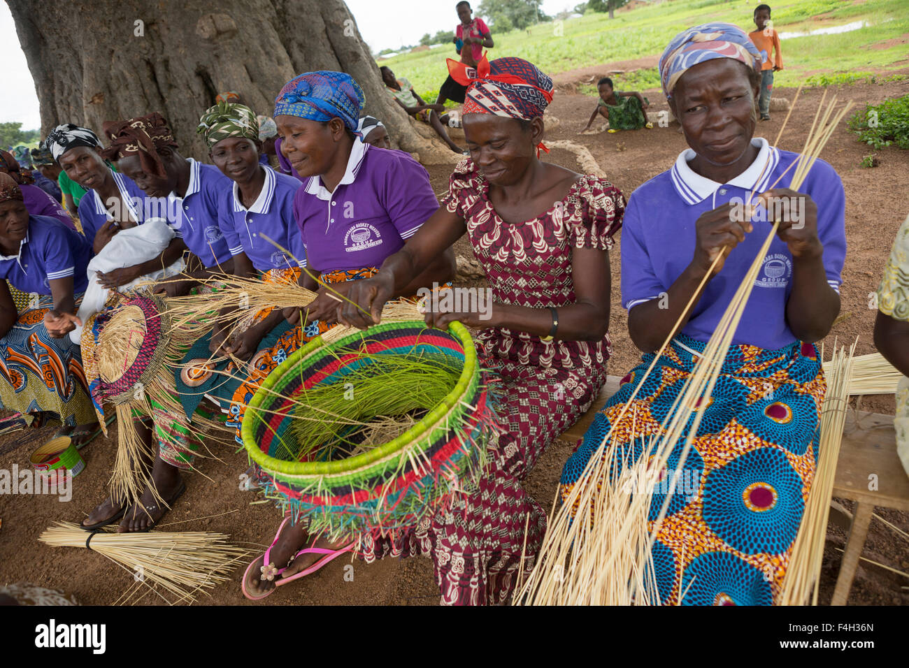 Basket Weaving Groups : Fair trade ornate straw baskets are woven by the women of