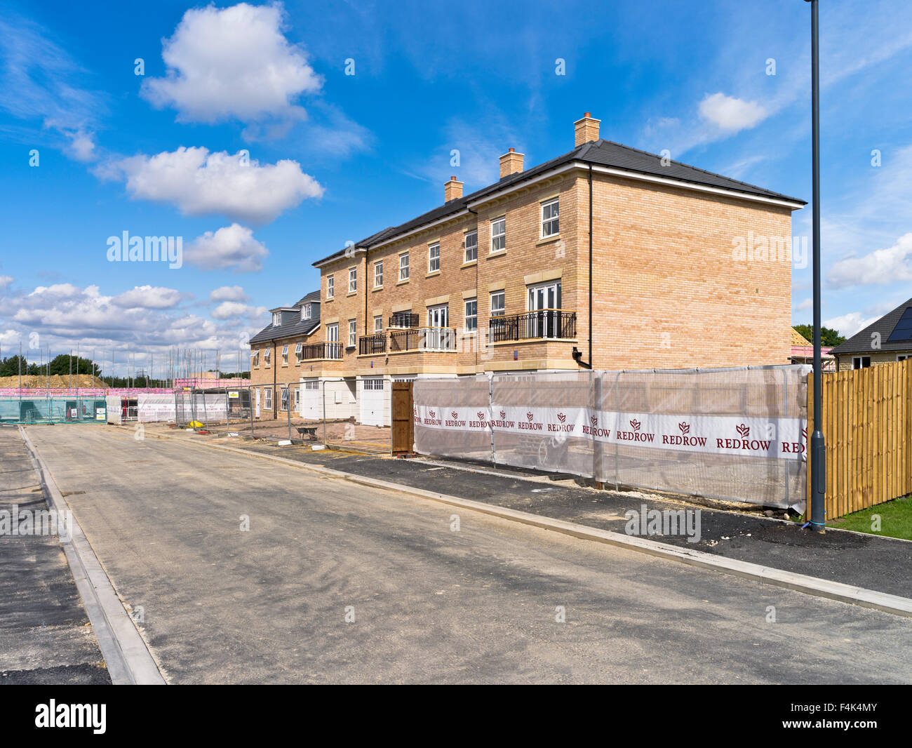 Dh redrow homes uk new houses uk building site flats homes for Building site house