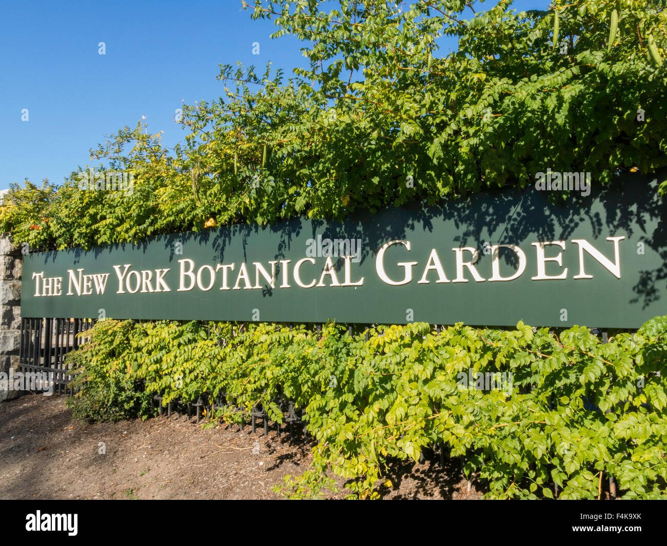 New York Botanical Garden Entrance Sign, The Bronx, NY, USA