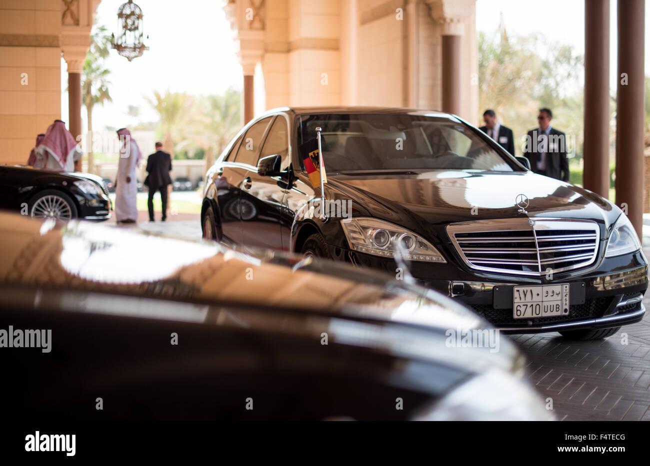Riad saudi arabia 19th oct 2015 drivers wait next to for Mercedes benz saudi arabia