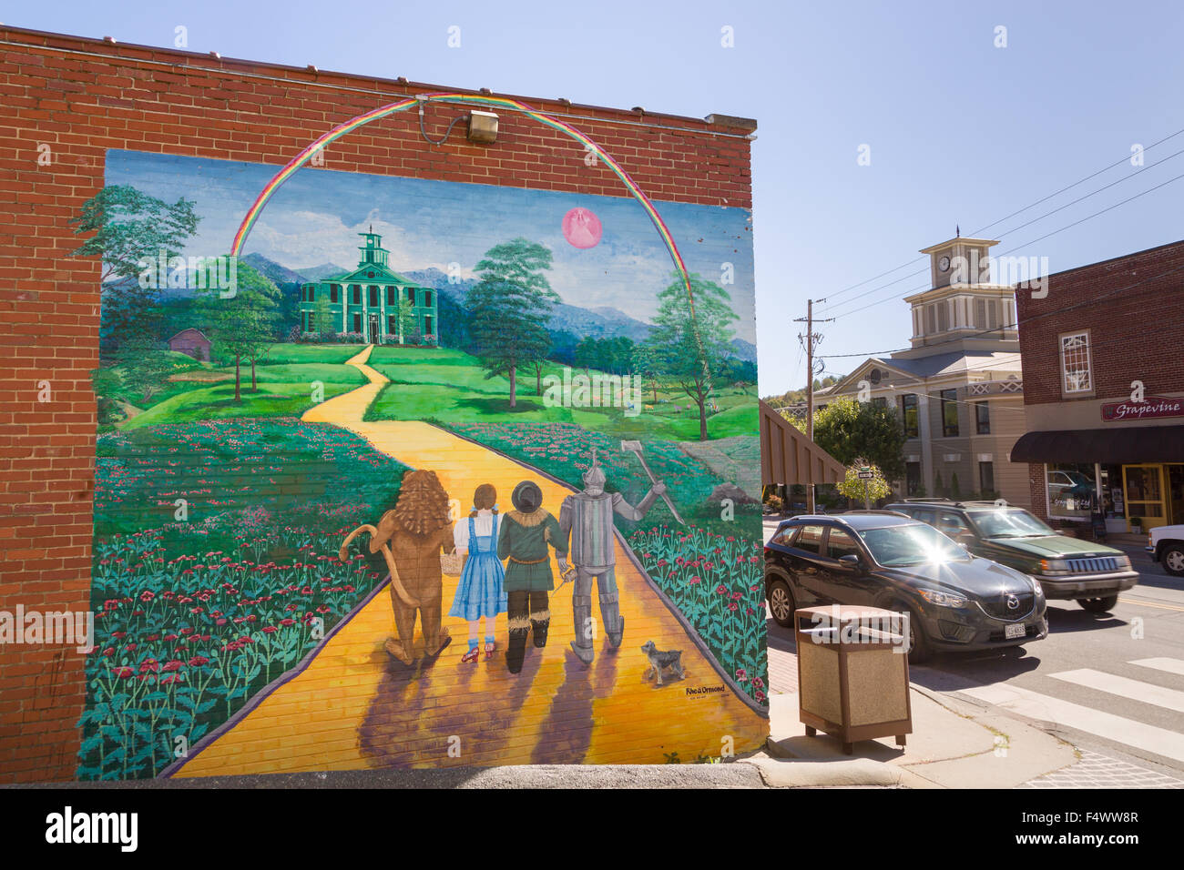 A Mural Of The The Wizard Of Oz Painted On The Side Of A Building In The  Tiny Village Of Burnsville, North Carolina. Burnsville Is The Start Of The  Quilt ... Part 40