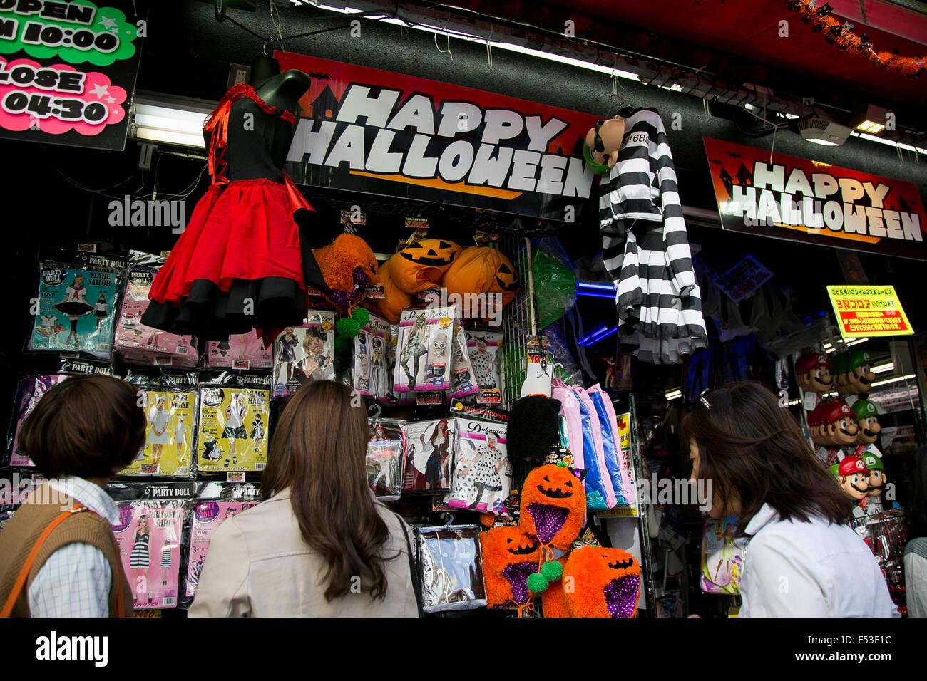 Tokyo, Japan. 27th Oct, 2015. People look at various Halloween ...