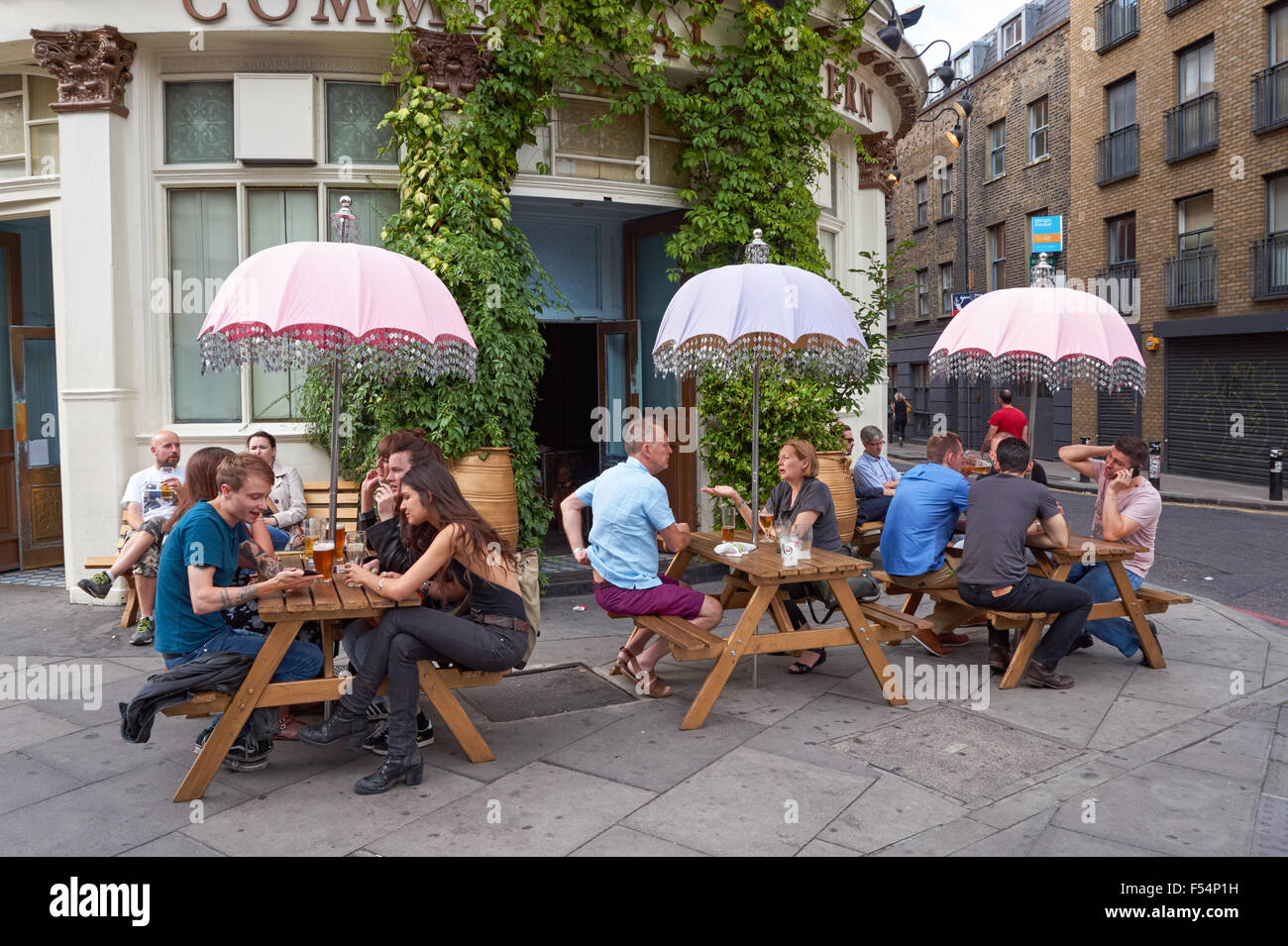 People Sitting Outside The Commercial Tavern Pub In Shoreditch  # Table De Jardin Ludon