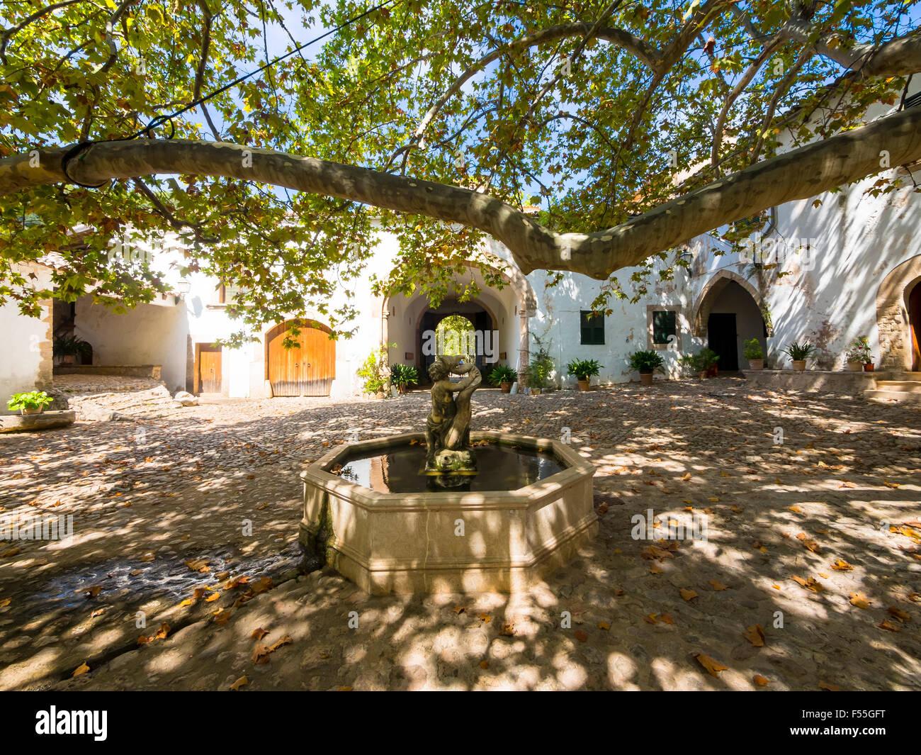 Spain mallorca jardines de alfabia garden mansion for Jardines mallorca