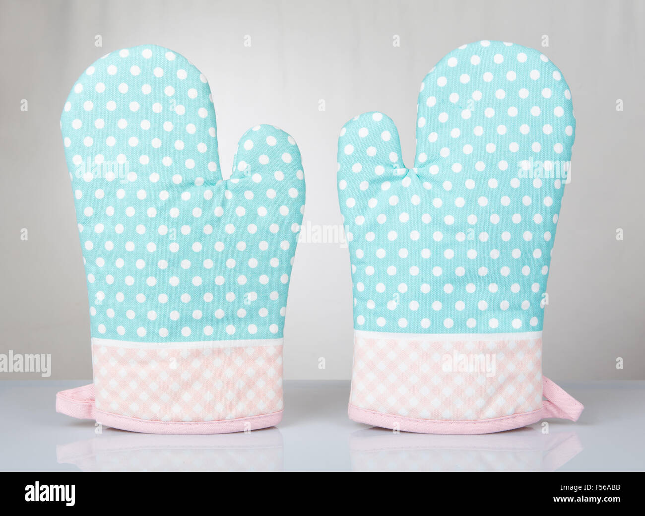 Dotted green oven gloves pair, kitchen mittens green pink fabric ...