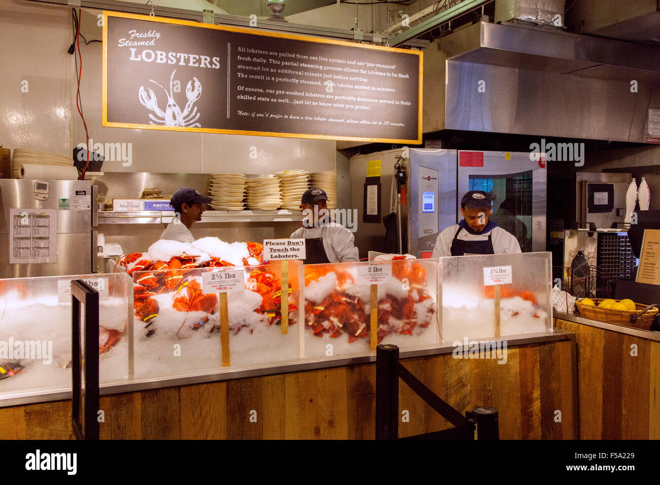 Cooked lobsters at the lobster place seafood market for Fish market restaurant nyc