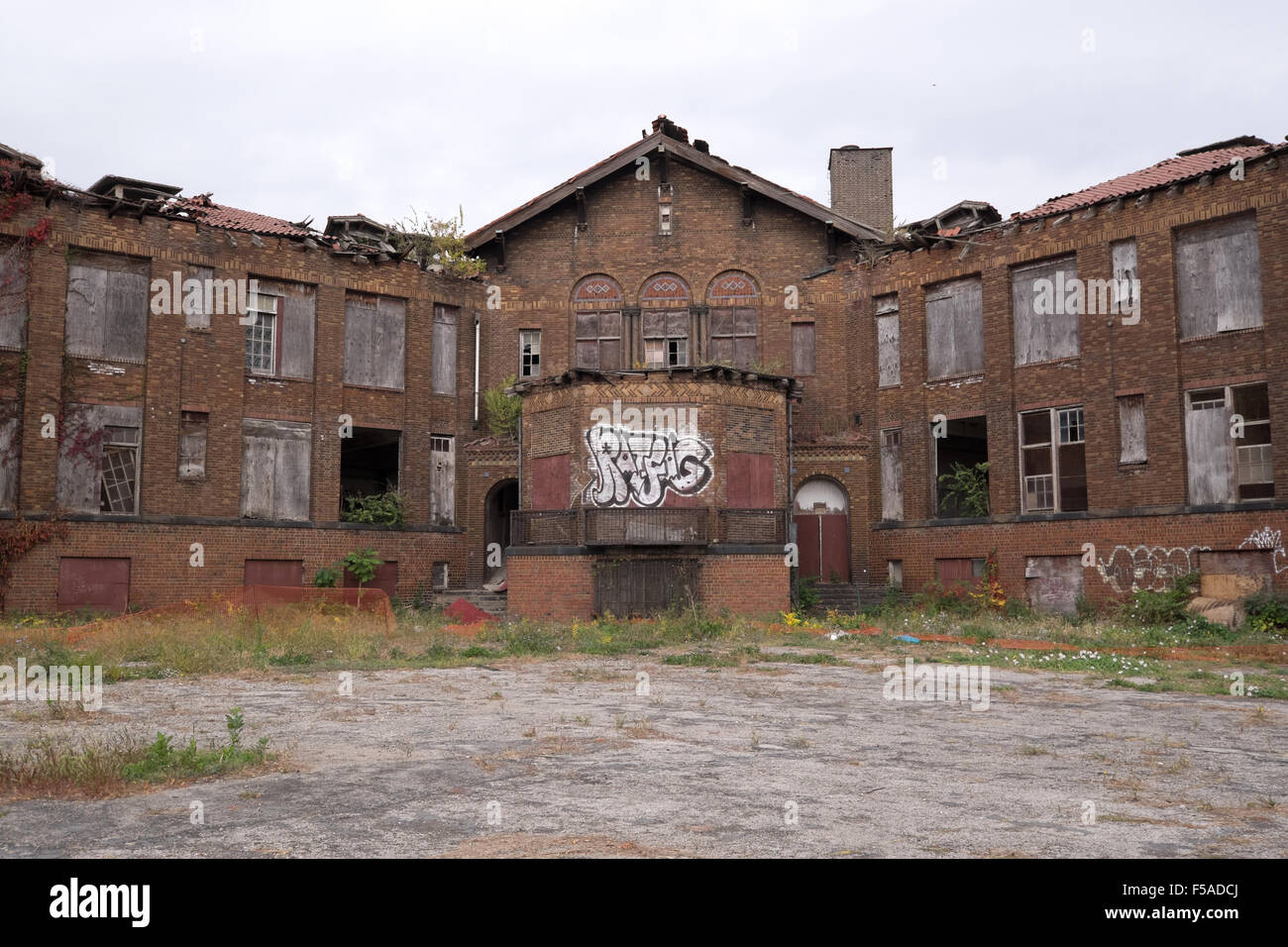Abandoned inner city school in st louis missouri usa for Craft stores st louis