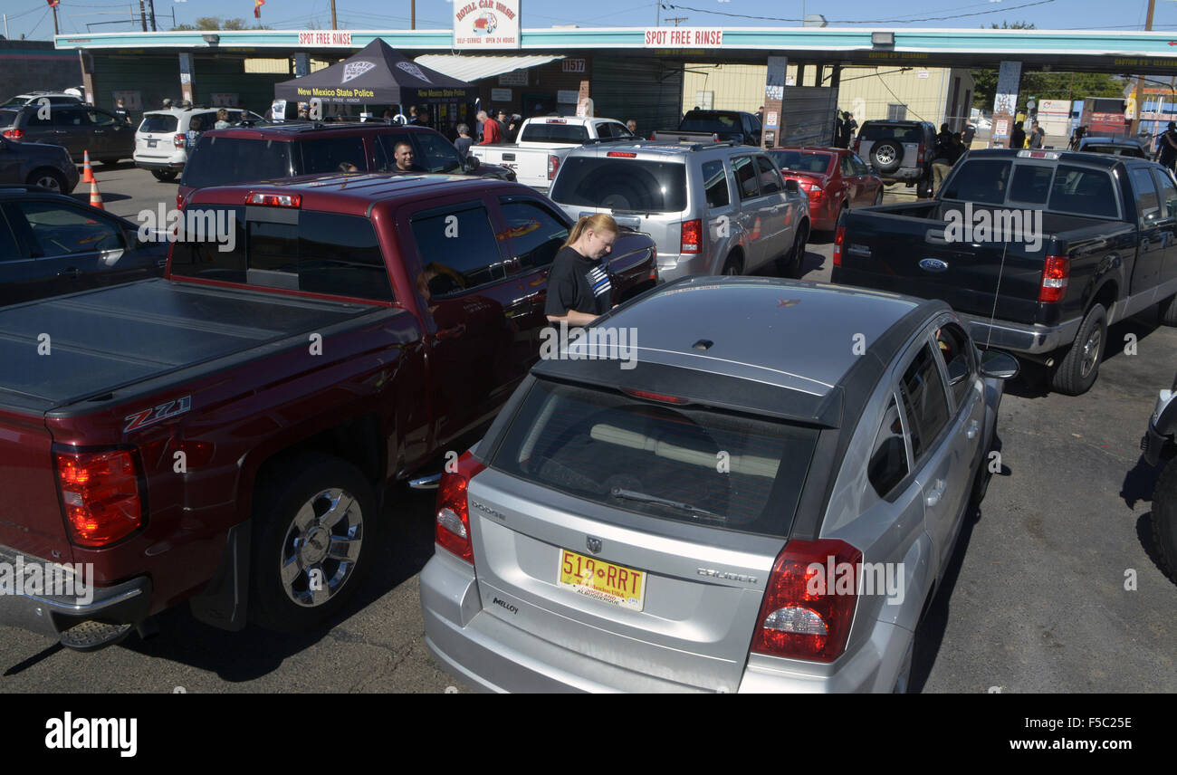 Usa. 1st Nov, 2015. ASEC -- Cars line up at the APD car wash to ...