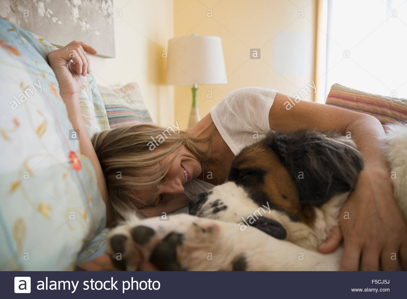 saint bernard women Woof why buy a saint bernard puppy for sale if you can adopt and save a life look at pictures of saint bernard puppies in rescues near you who need a home.