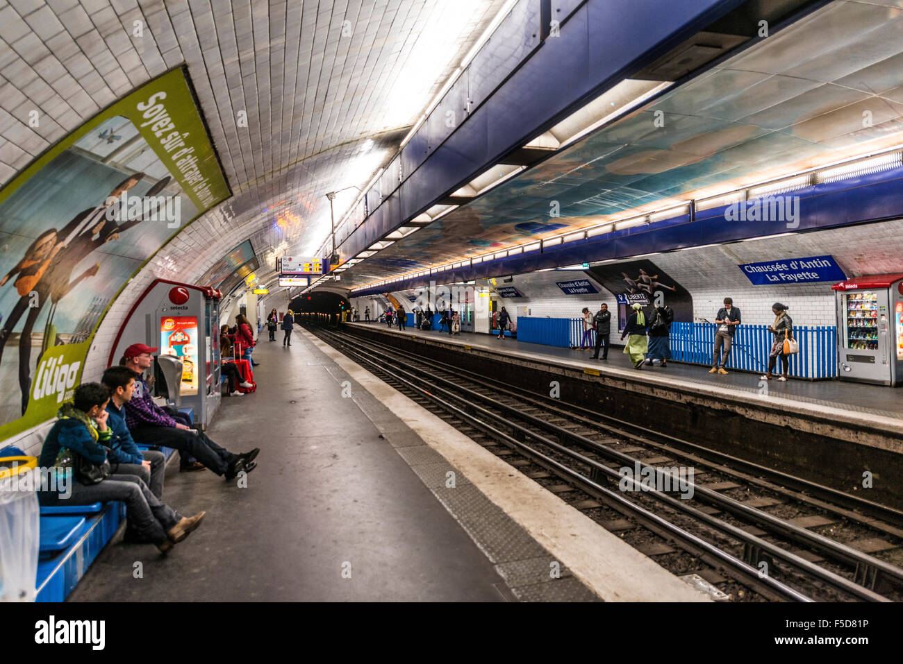 chaussee d 39 antin la fayette metro station people waiting for metro stock photo royalty free. Black Bedroom Furniture Sets. Home Design Ideas