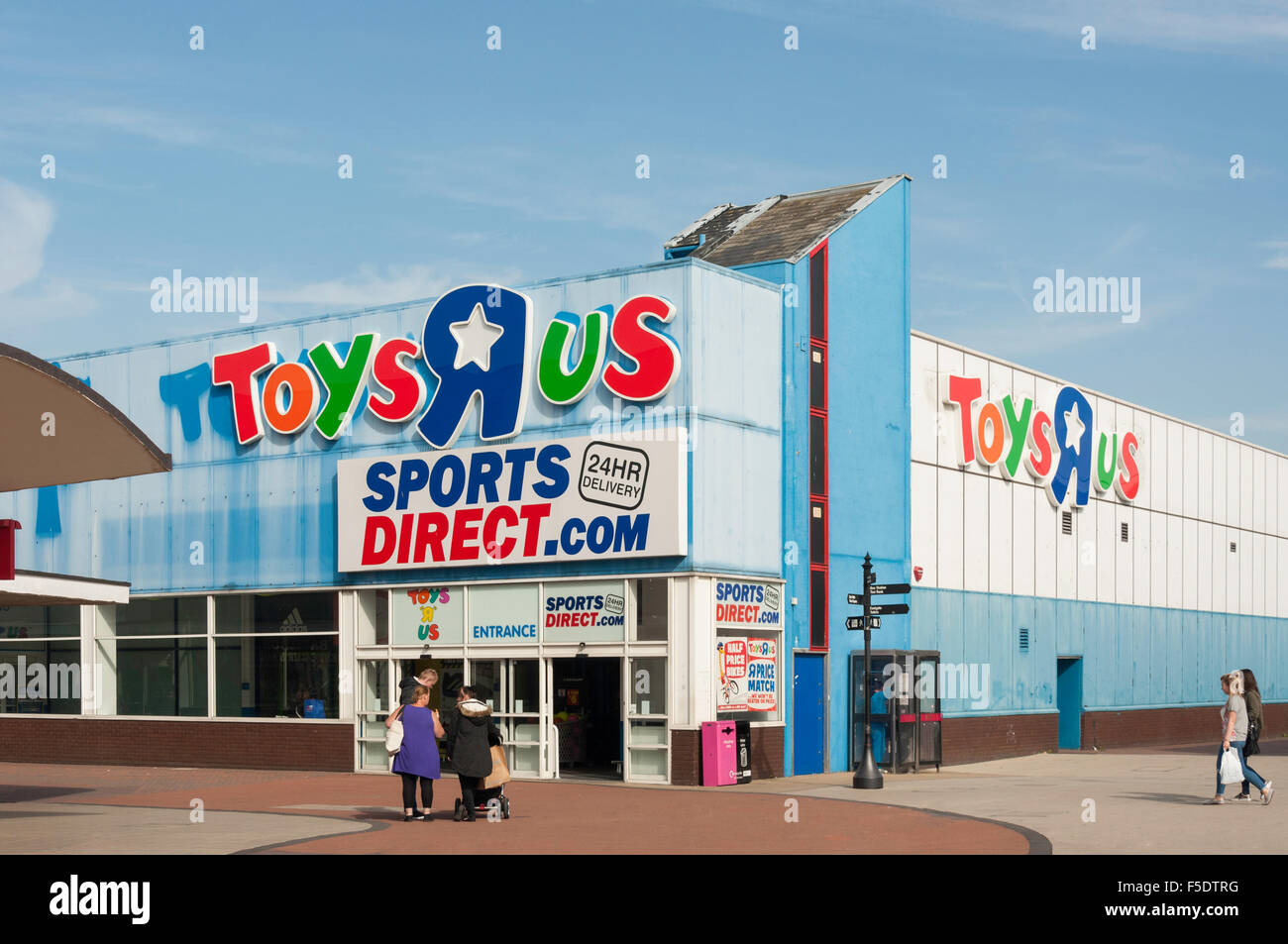 toys r us and sports direct store gardiners link basildon essex stock photo royalty free. Black Bedroom Furniture Sets. Home Design Ideas