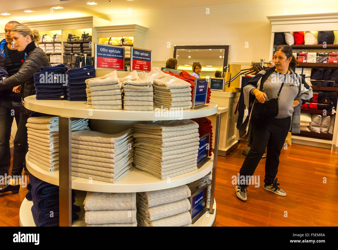 Paris, France, Women Shopping Luxury Stores in \u0026quot;La Vallee Village\u0026quot;, Discount Shops, \u0026quot;Ralph Lauren Home\u0026quot; Store, inside