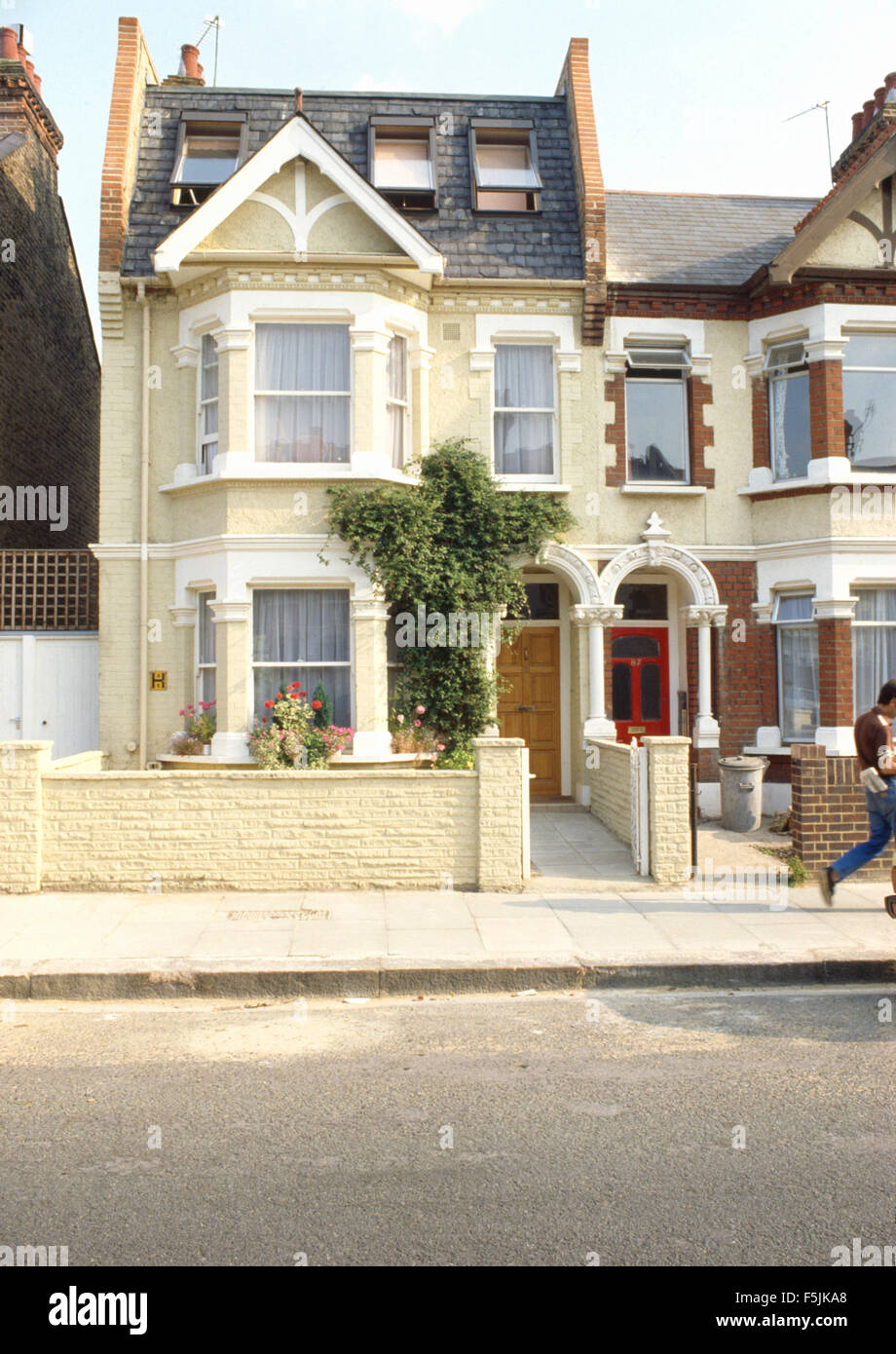 Exterior of an edwardian semi detached townhouse with a for Townhouse exterior
