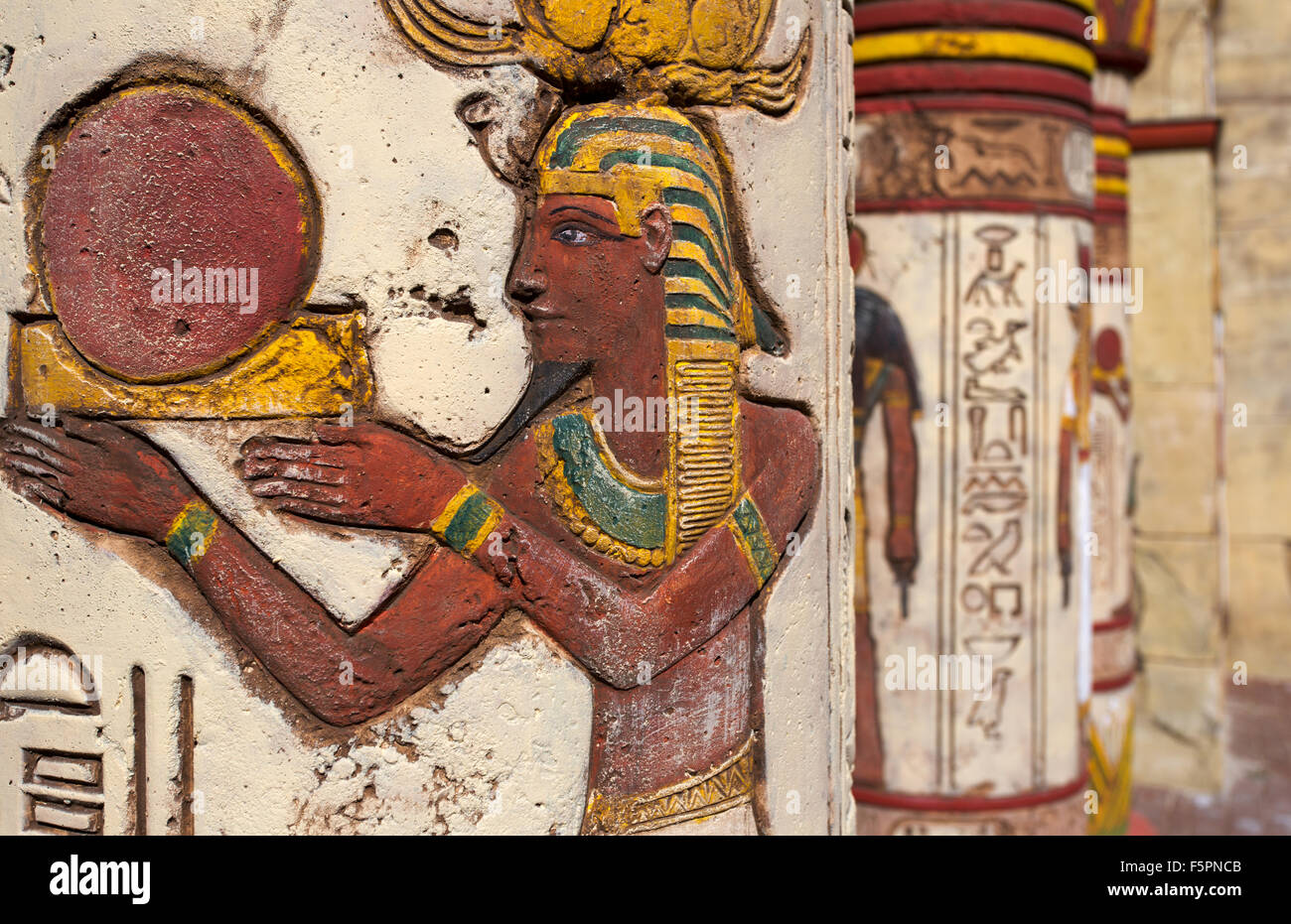 Superbe Ancient Egyptian Wall Paintings On Column