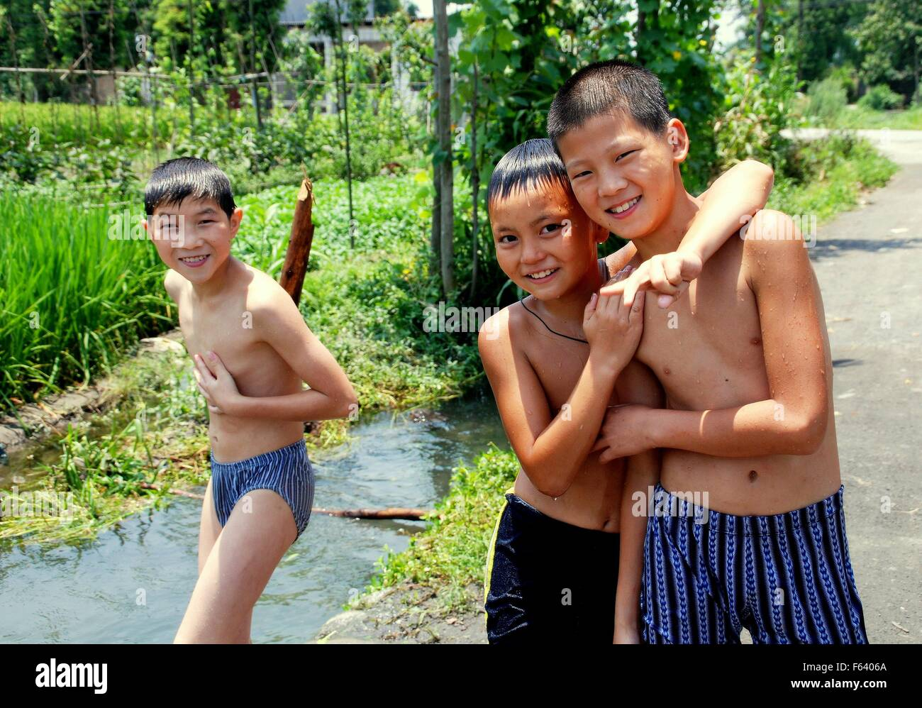 Jiu Chi Town China Three Young Chinese Boys In Their Bathing  # Bois En Chaene