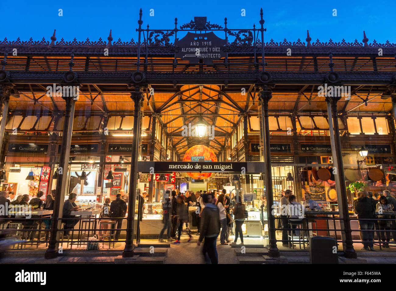 Early evening at The Mercado de San Miguel, just off of the Plaza Stock Photo...
