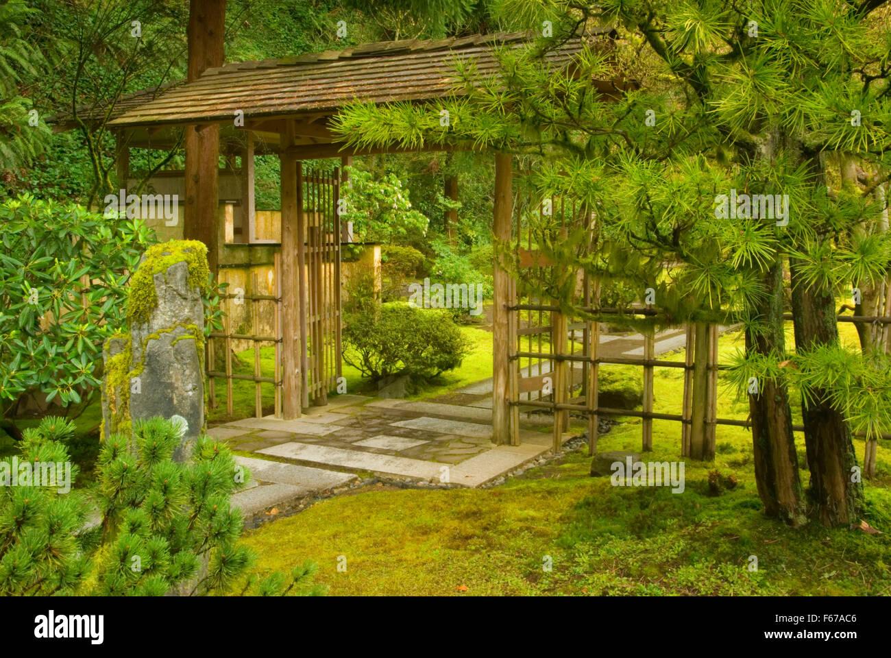 Teahouse Outer Gate, Portland Japanese Garden, Washington Park, Portland,  Oregon