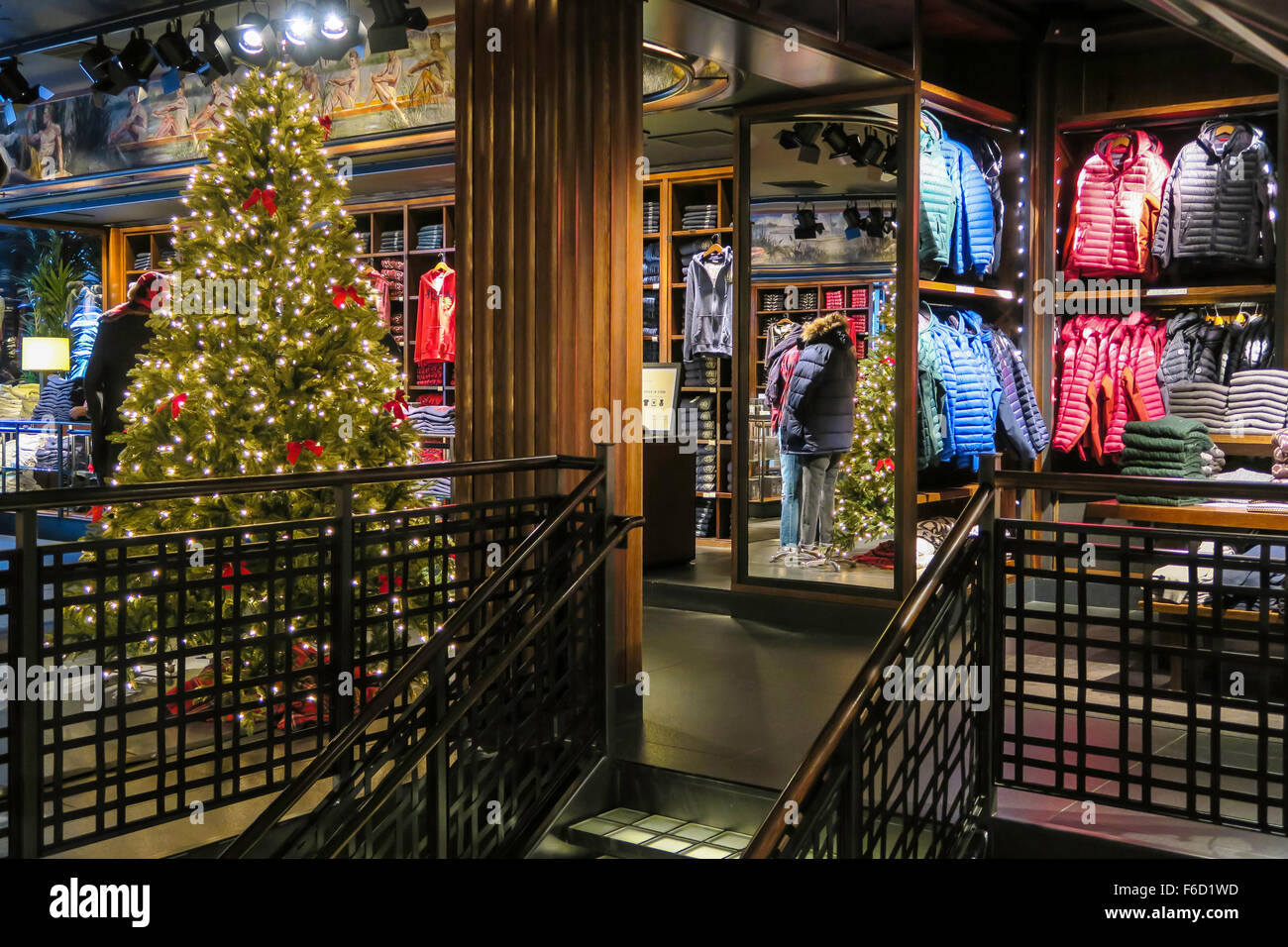 Abercrombie fitch flagship store interior fifth avenue for Abercrombie interior design and decoration