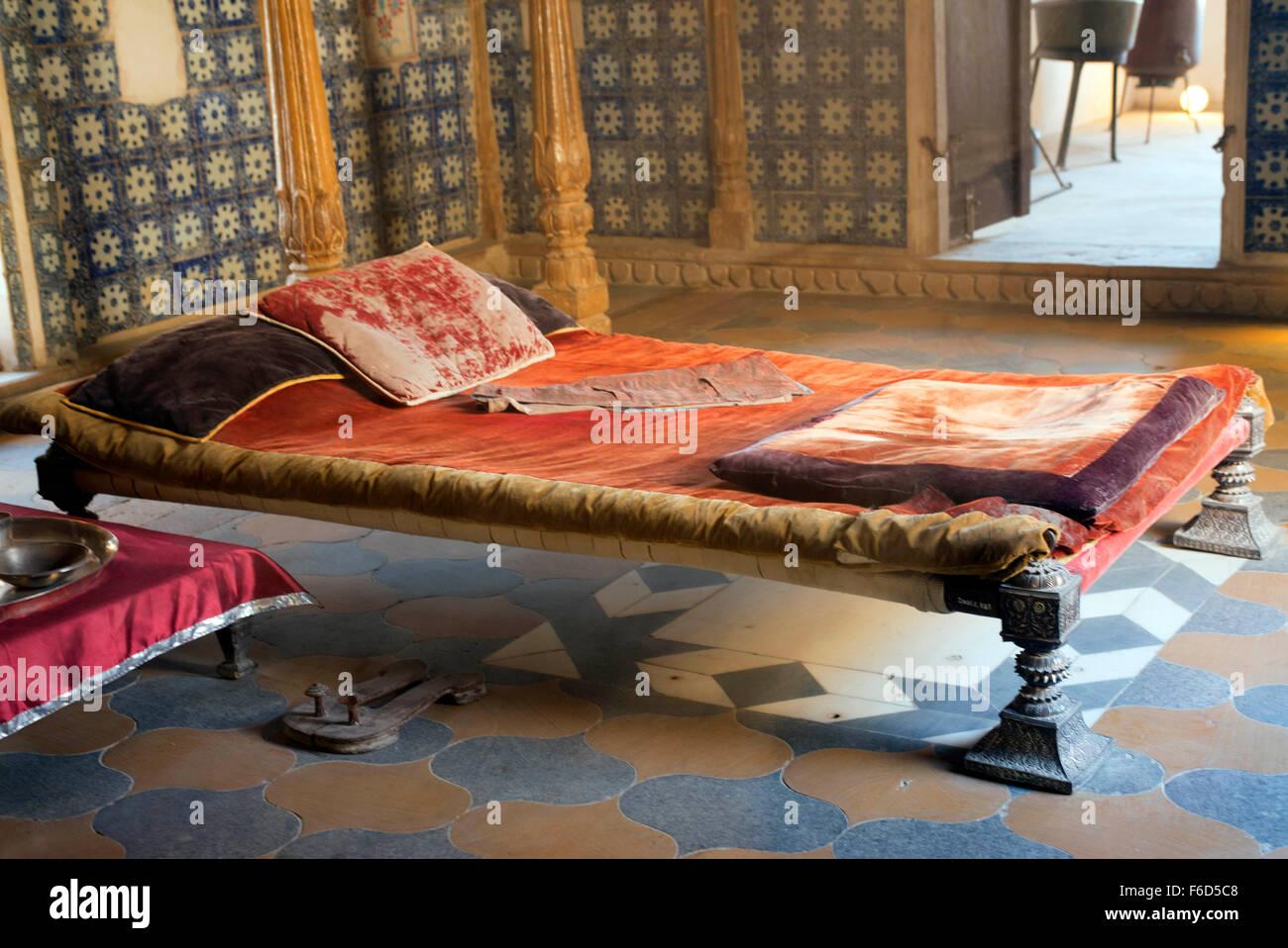 100 Solid Vilas Maple Bedroom Furniture Wood