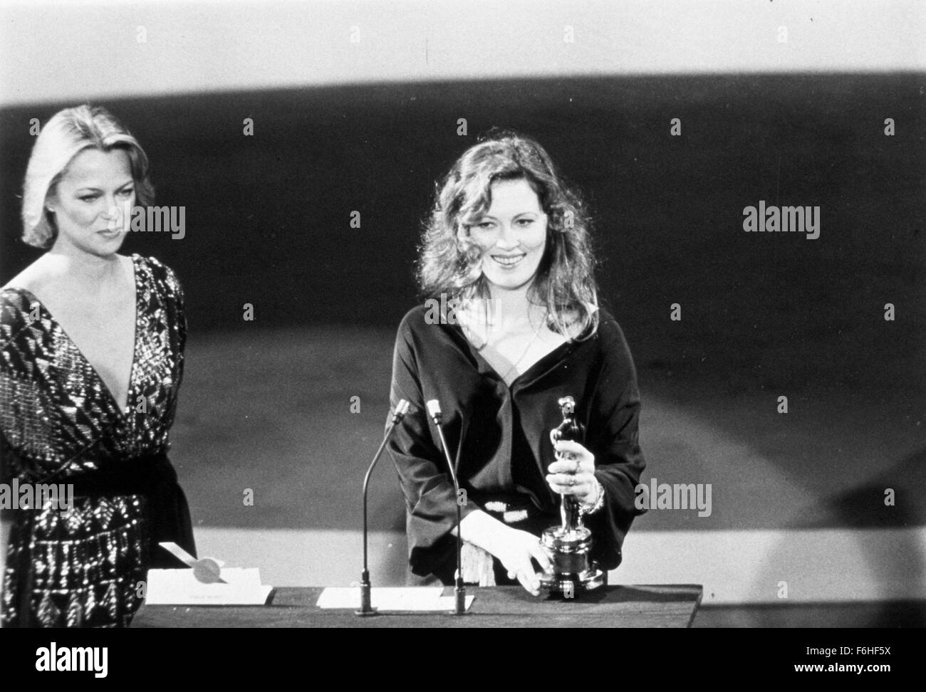 Faye dunaway network - 1976 Film Title Network Pictured 1976 Academy Awards Ceremonies Accessories Awards Academy Best Actress Dorothy Chandler Pavilion Faye Dunaway