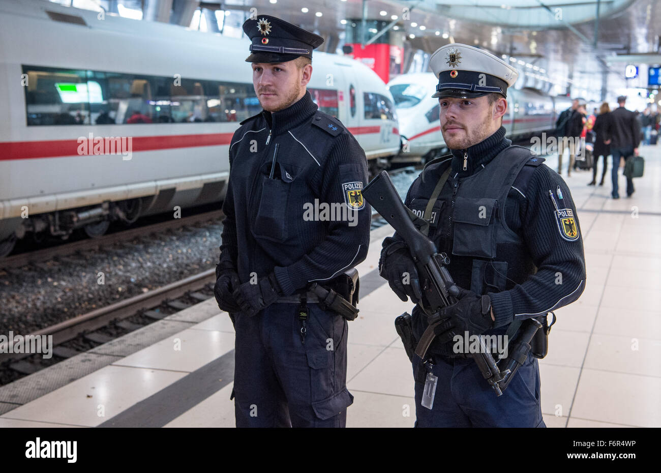 Frankfurt, Germany. 19th November, 2015. A federal police officer ...