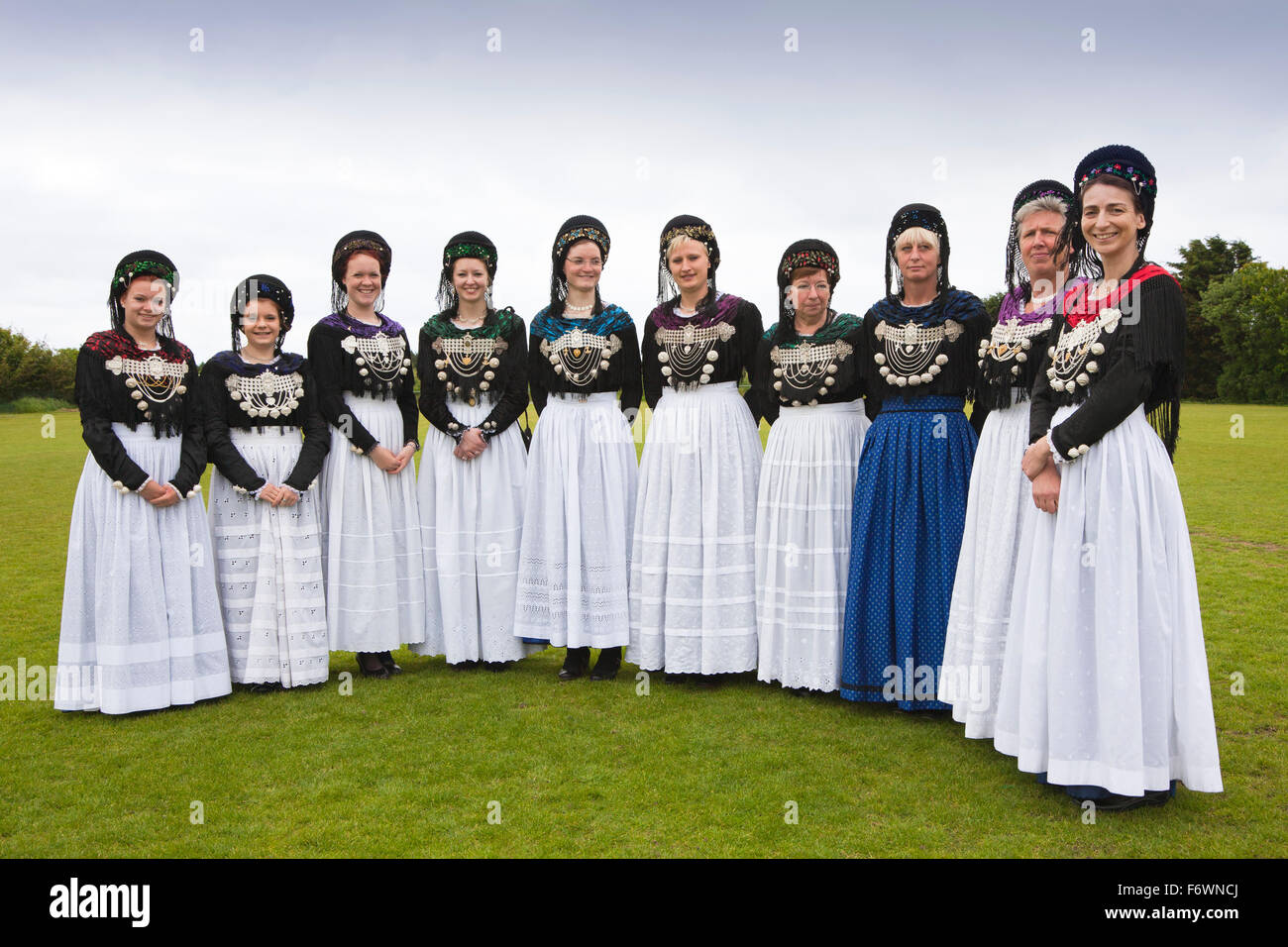 friesland women Every day royal frieslandcampina provides millions of consumers all over the world with dairy products containing valuable nutrients.