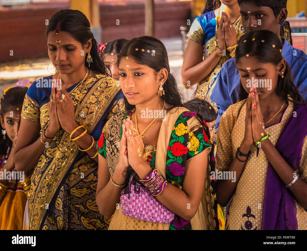 hindu children praying wwwimgkidcom the image kid