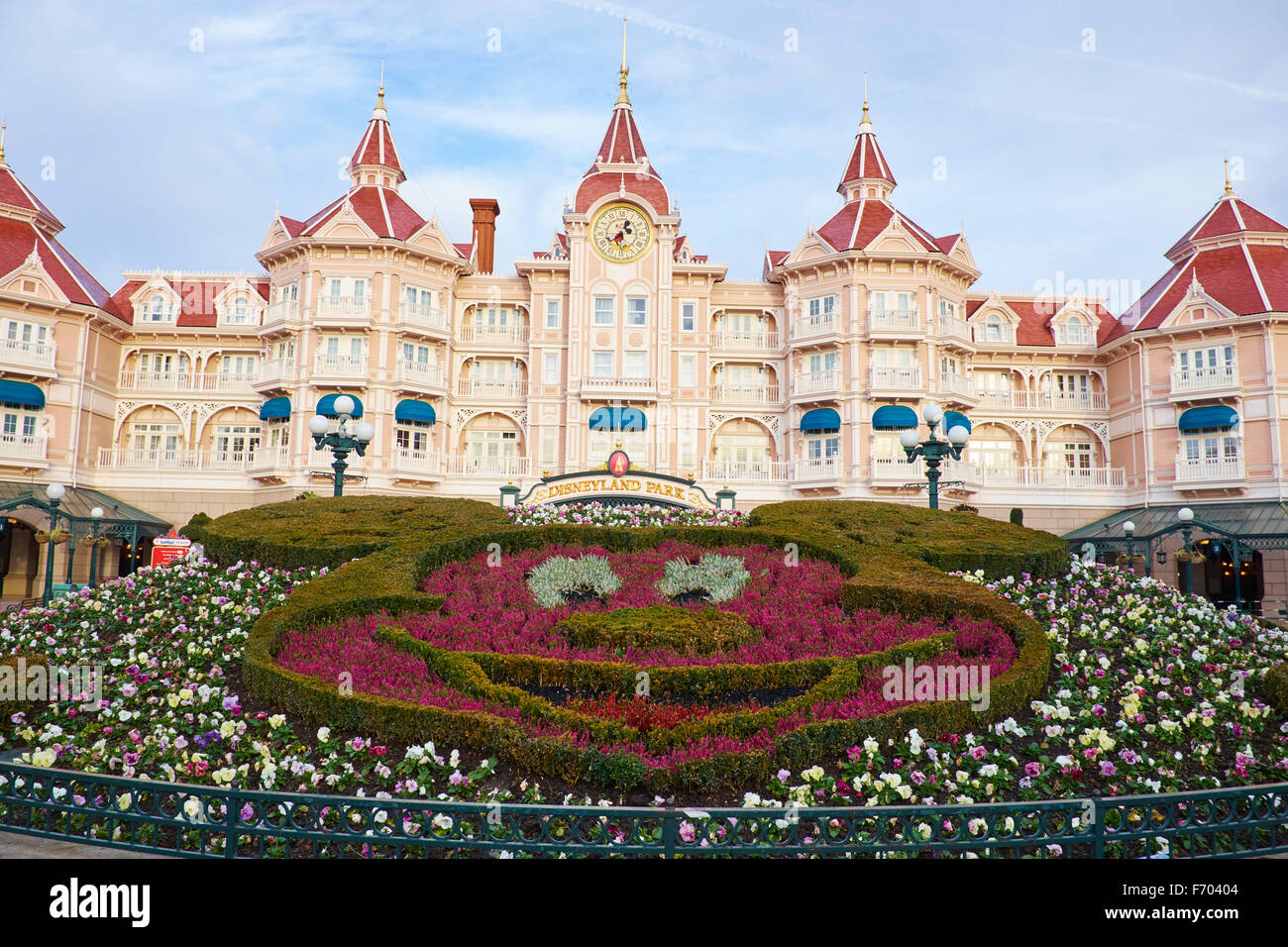 the disneyland hotel and entrance to disneyland paris marne la vallee stock photo royalty free. Black Bedroom Furniture Sets. Home Design Ideas