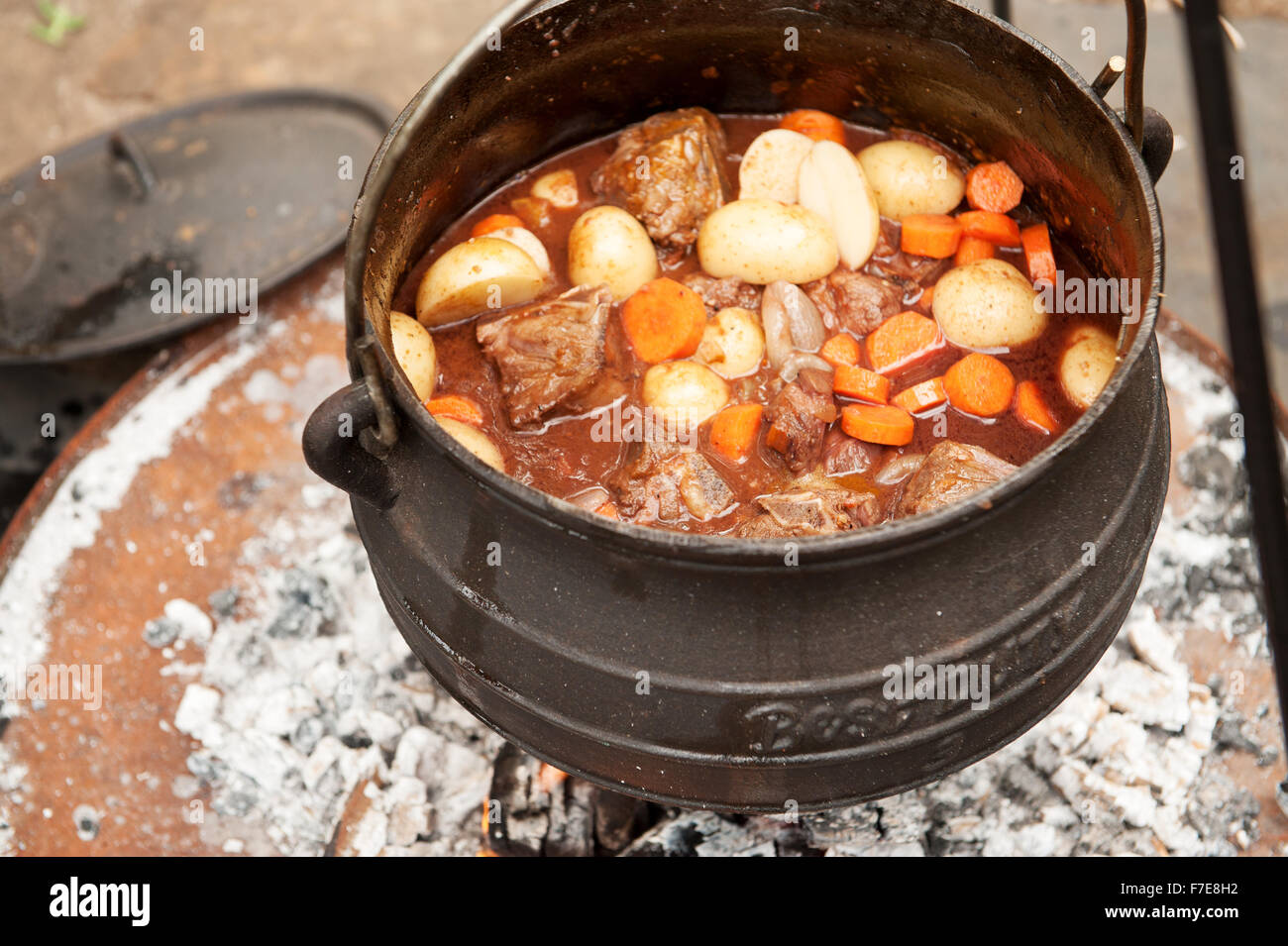 Lamb curry cooked in a traditional south african potjiekos for Afrikaner cuisine