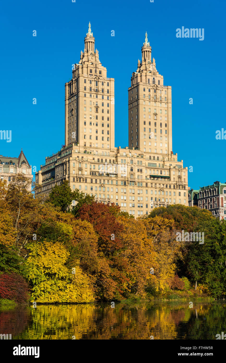 Autumn view of central park with san remo building for Periferia new york