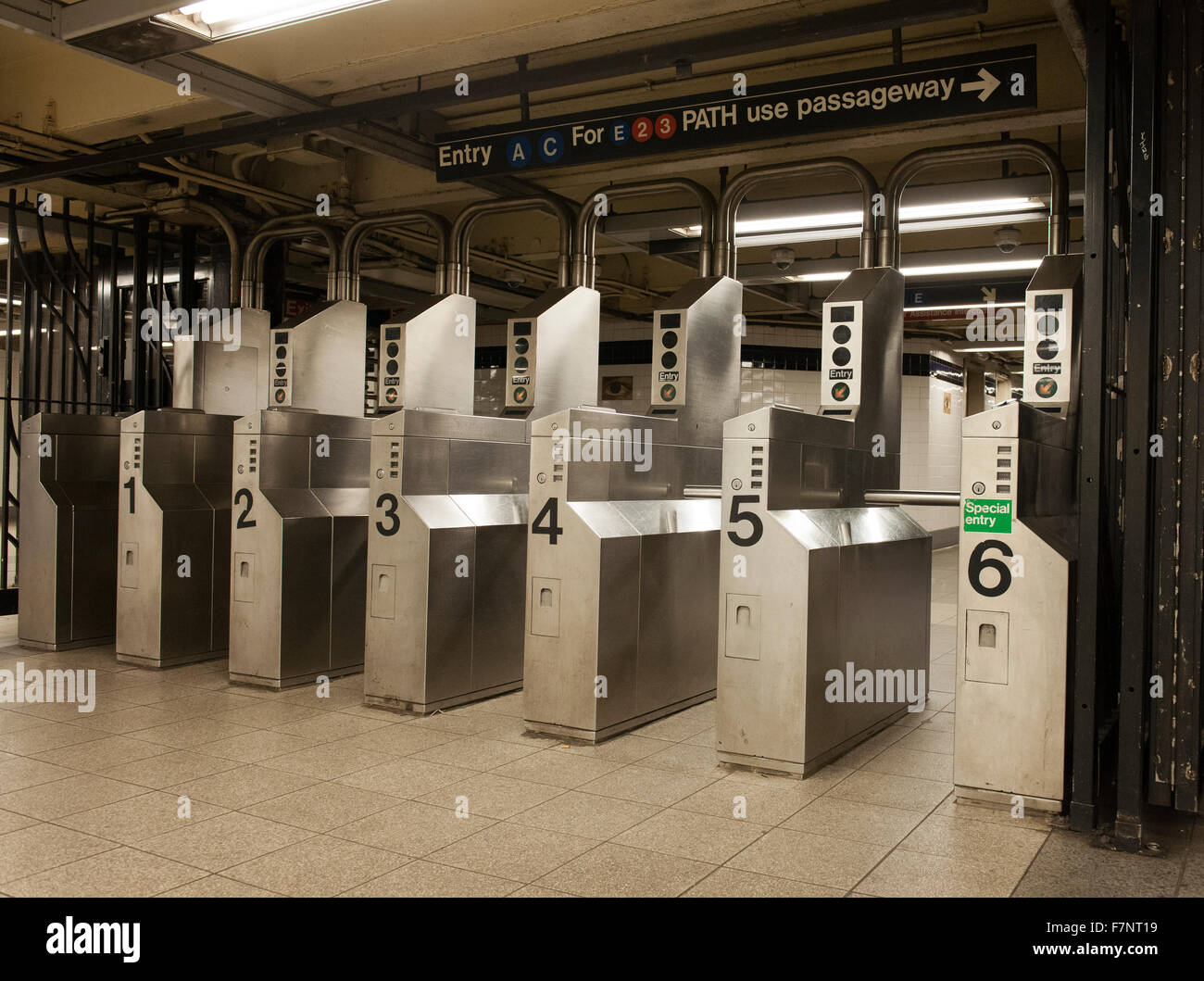 New york metro automatic ticket barrier stock photo for Carrelage style metro new york