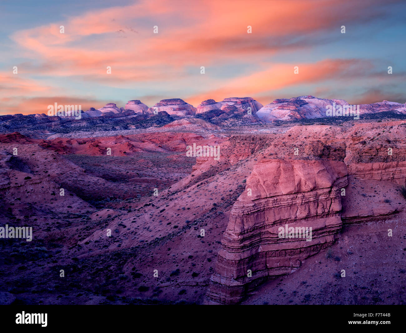 Rock formations at sunset. The Hartnet South Desert Waterpocket ...