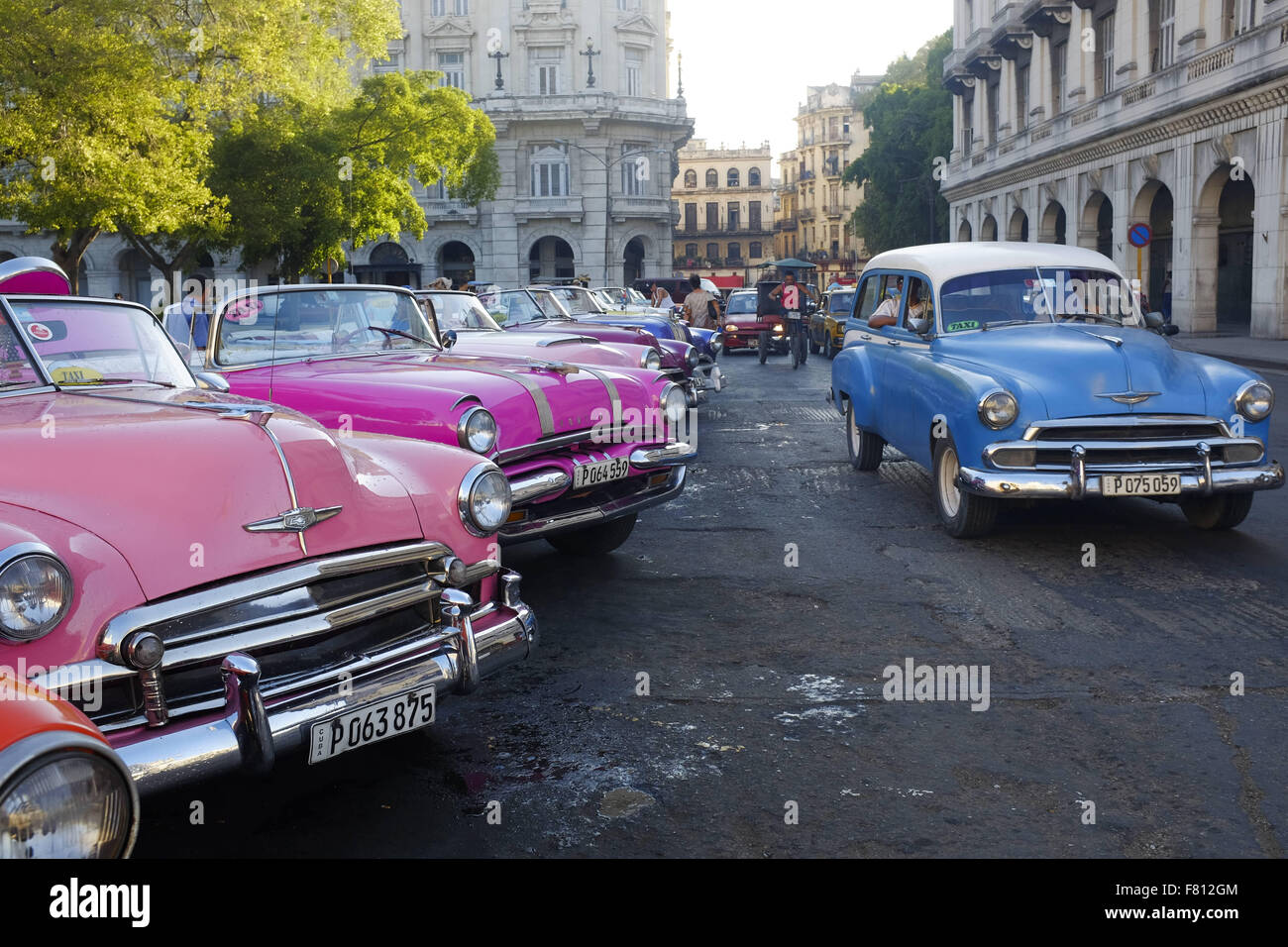 Havana, Cuba. 29th Oct, 2015. Classic old cars are seen lined up ...