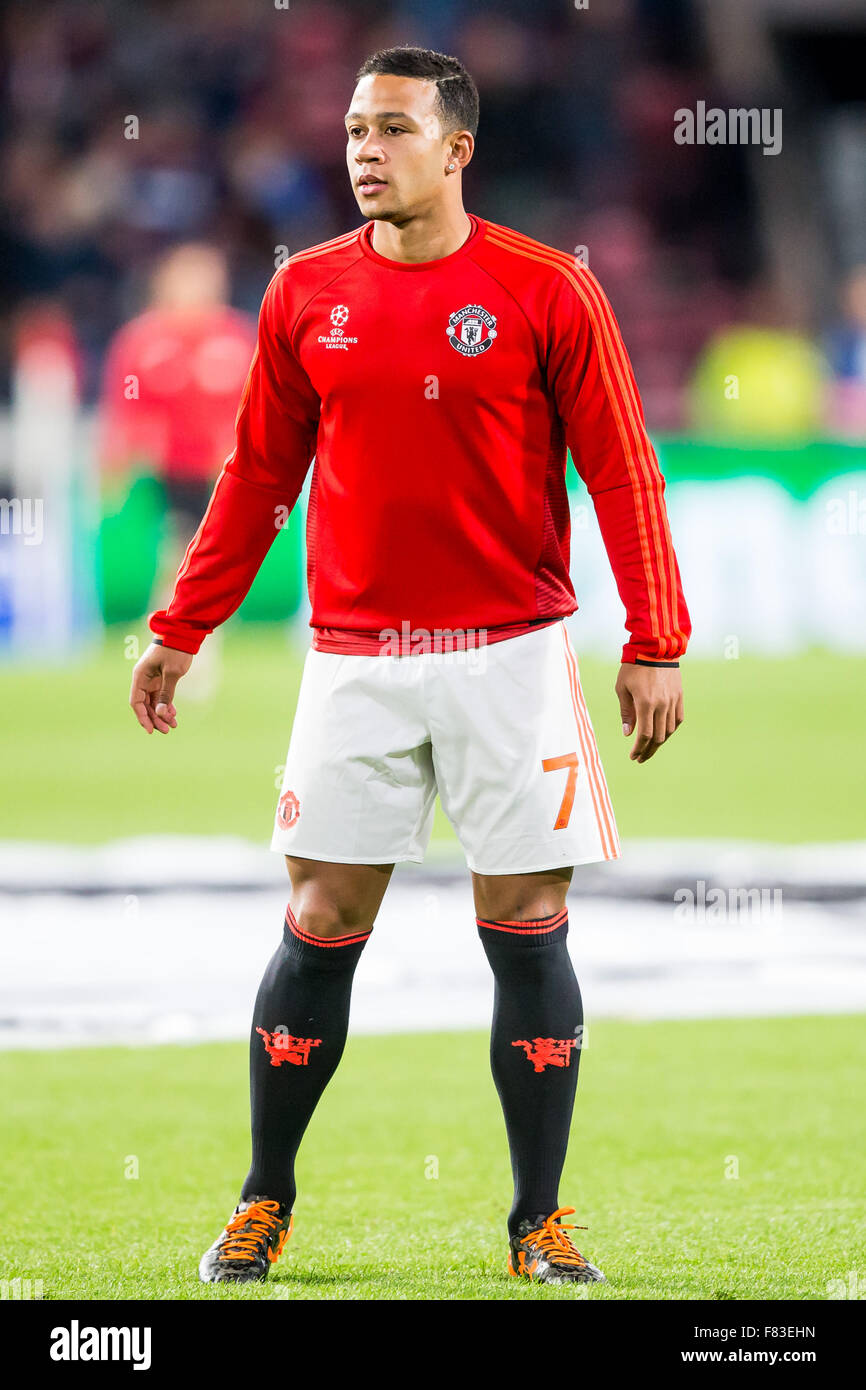 EINDHOVEN SEPTEMBER 14 Memphis Depay during the warming up for