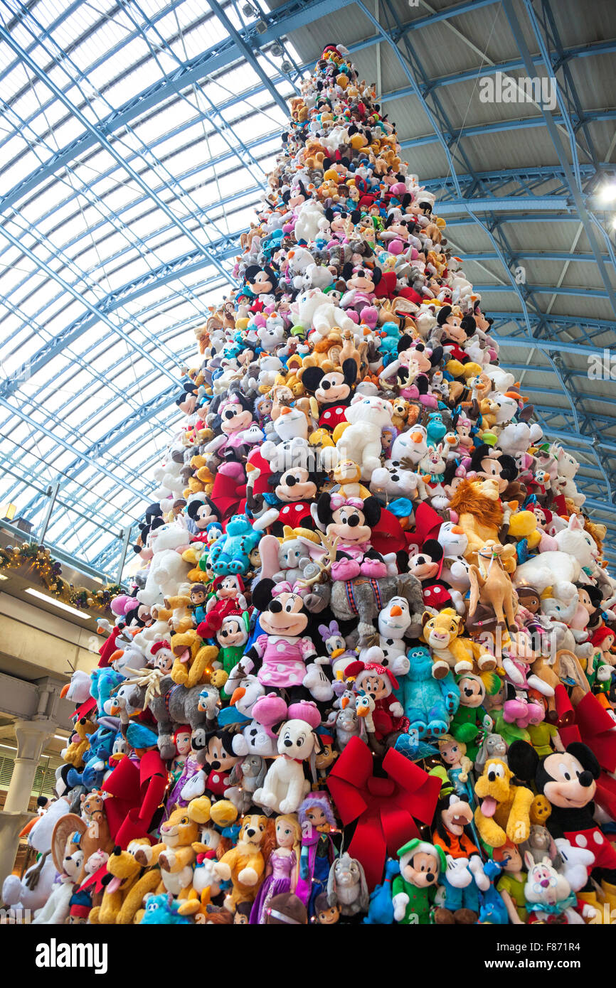 Christmas Toys Disney : November christmas tree made of stuffed toys by