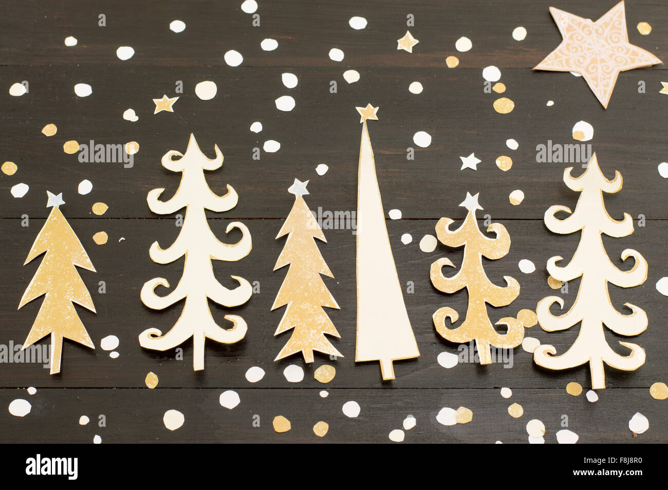 how to make a christmas tree star out of paper