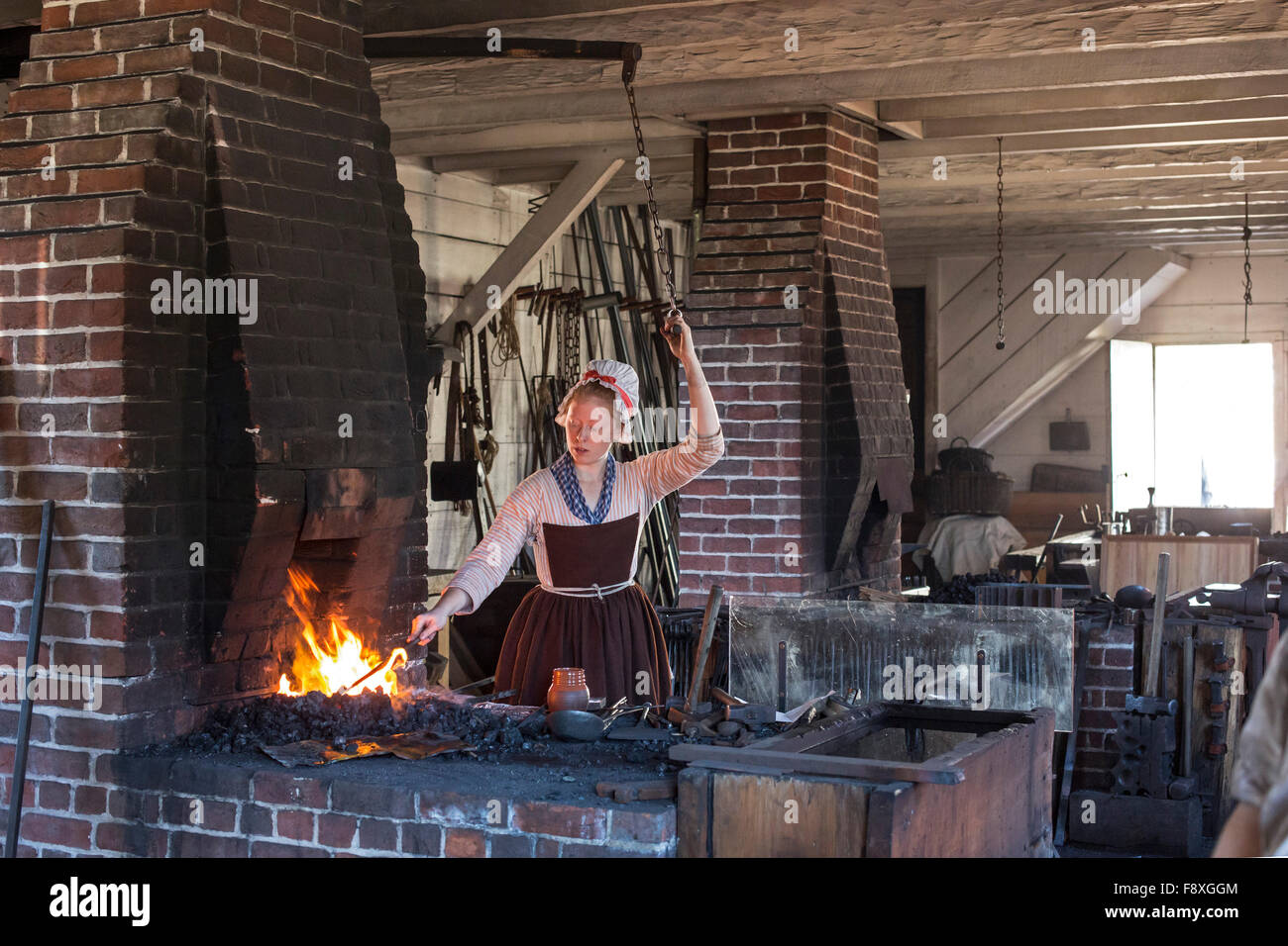 Williamsburg virginia a costumed living history artisan for Craft in america forge