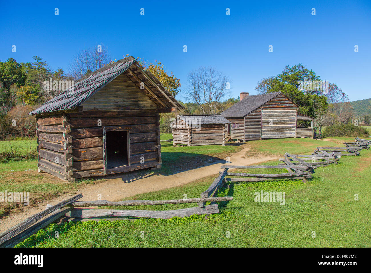 Historic old homestead in cades cove in great smoky for Free homestead