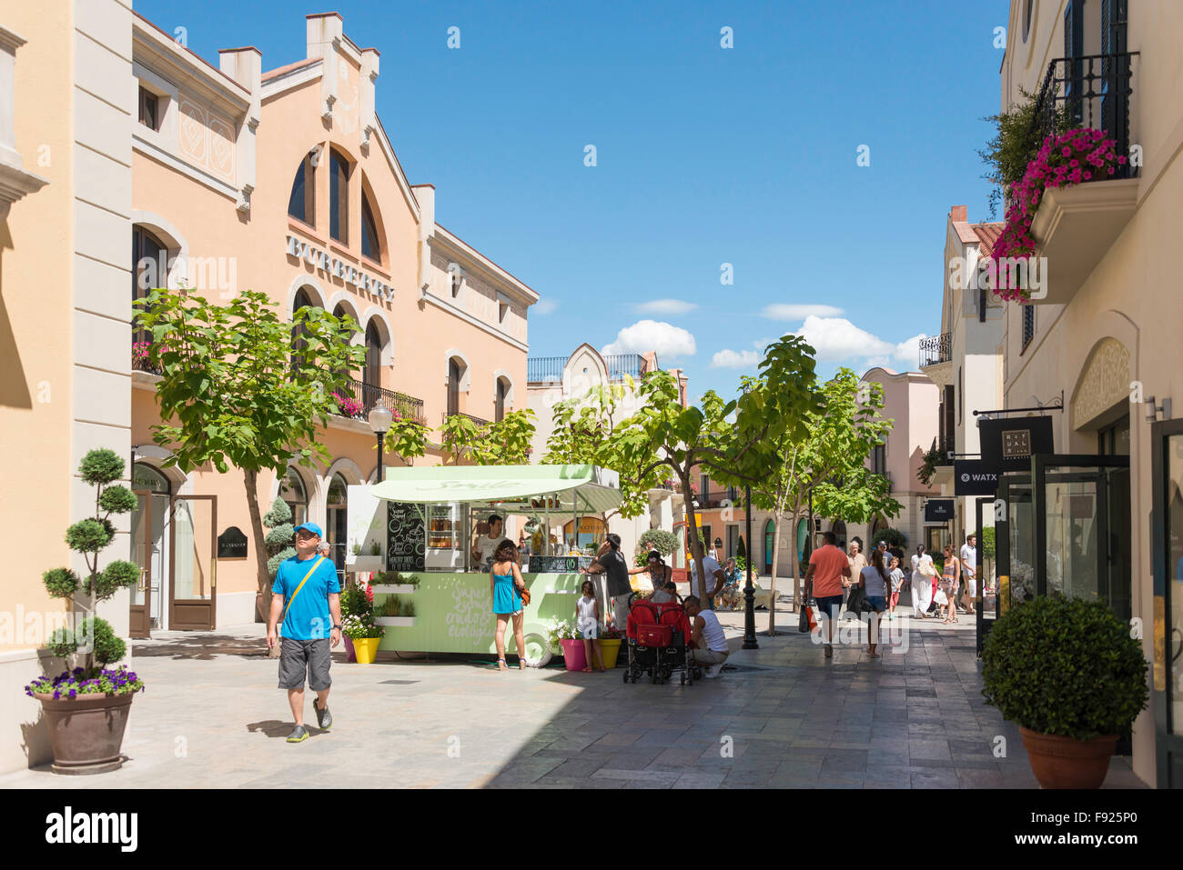 La roca village designer outlet shopping la roca del vall s stock photo royalty free image - Outlet lamparas barcelona ...