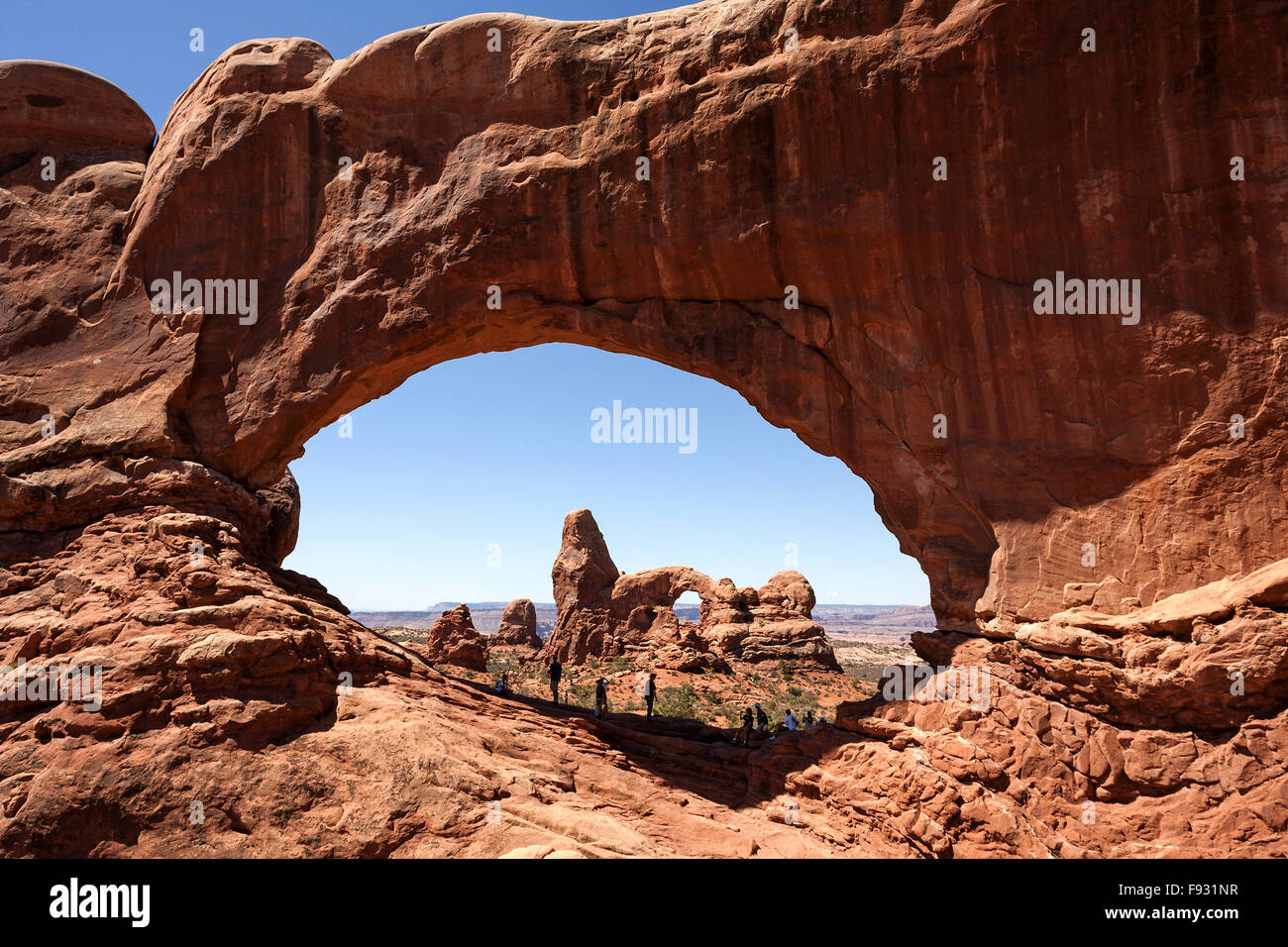 Turret Arch through North Window. Windows Section, Arches National ...