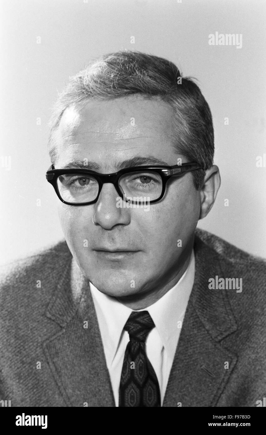 Der deutsche Schaupieler <b>Werner Bruhns</b>, Porträt, Deutschland 1970. - der-deutsche-schaupieler-werner-bruhns-portrt-deutschland-1970-the-F97B3D