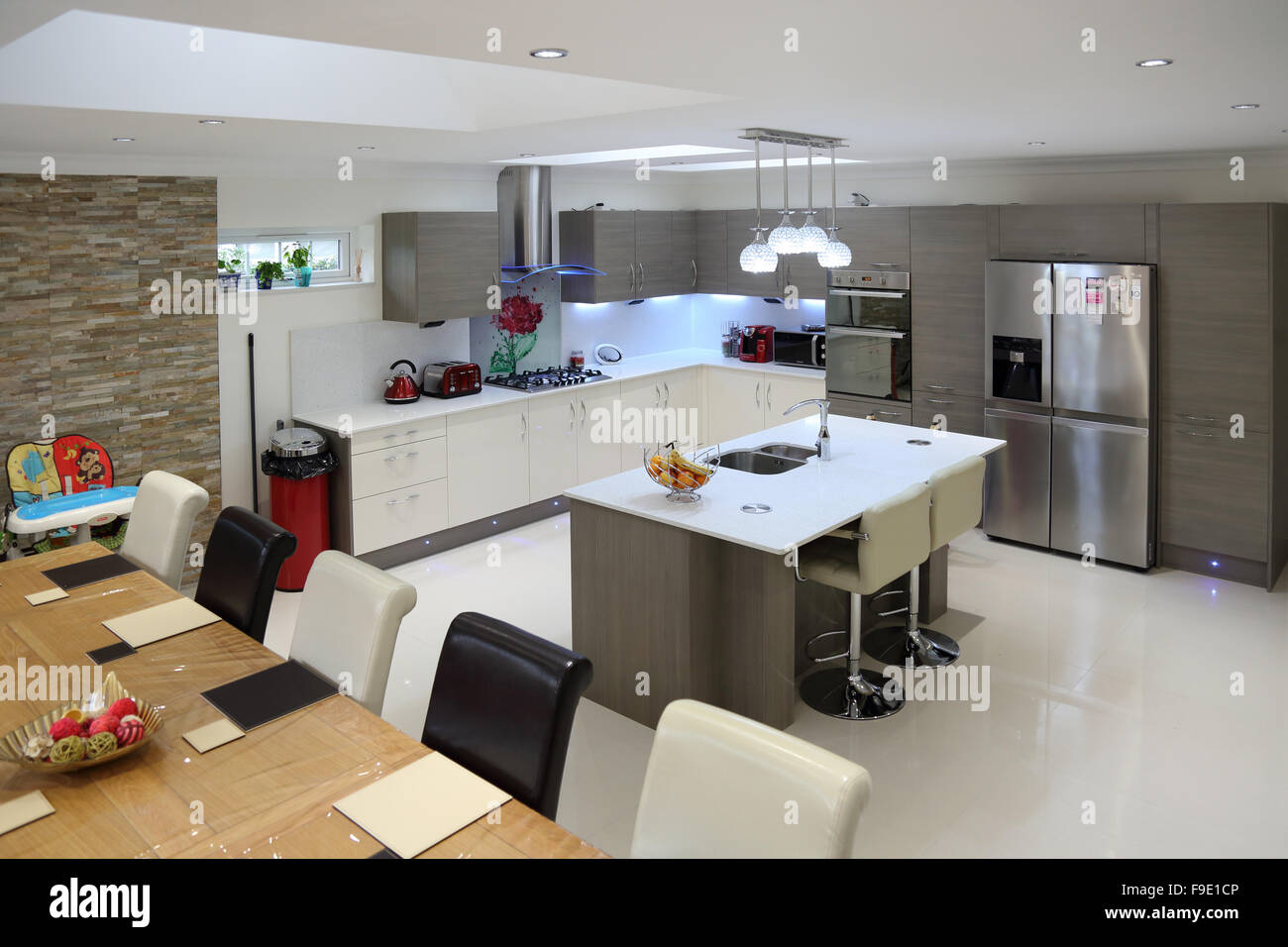 a large dining room in an open plan villa. a long table and chairs