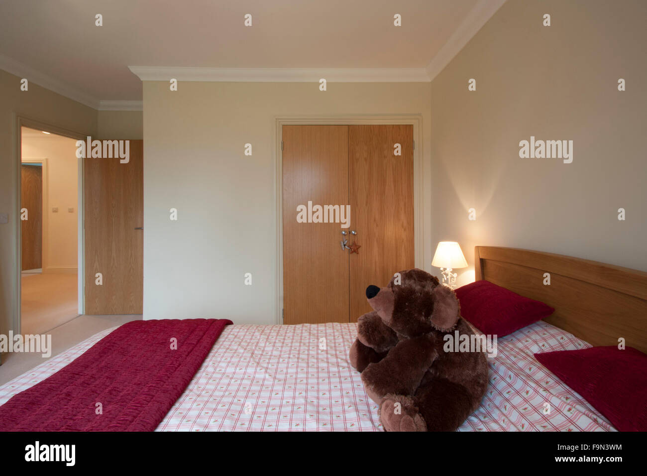 Guest bedroom with a red colour scheme Stock Photo, Royalty Free ...