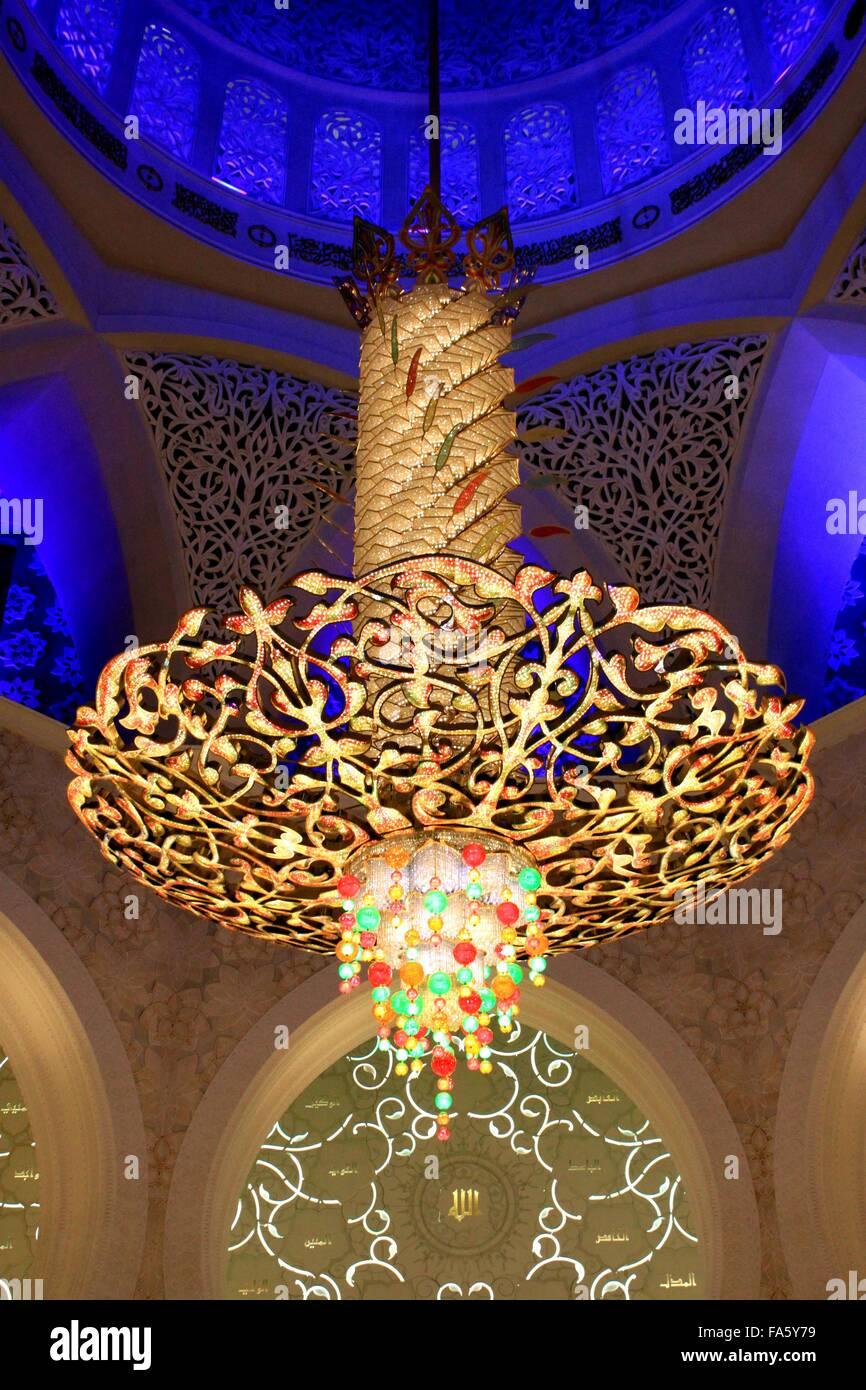 Chandelier in Ceiling within Sheikh Zayed Grand Mosque, Abu Dhabi ...