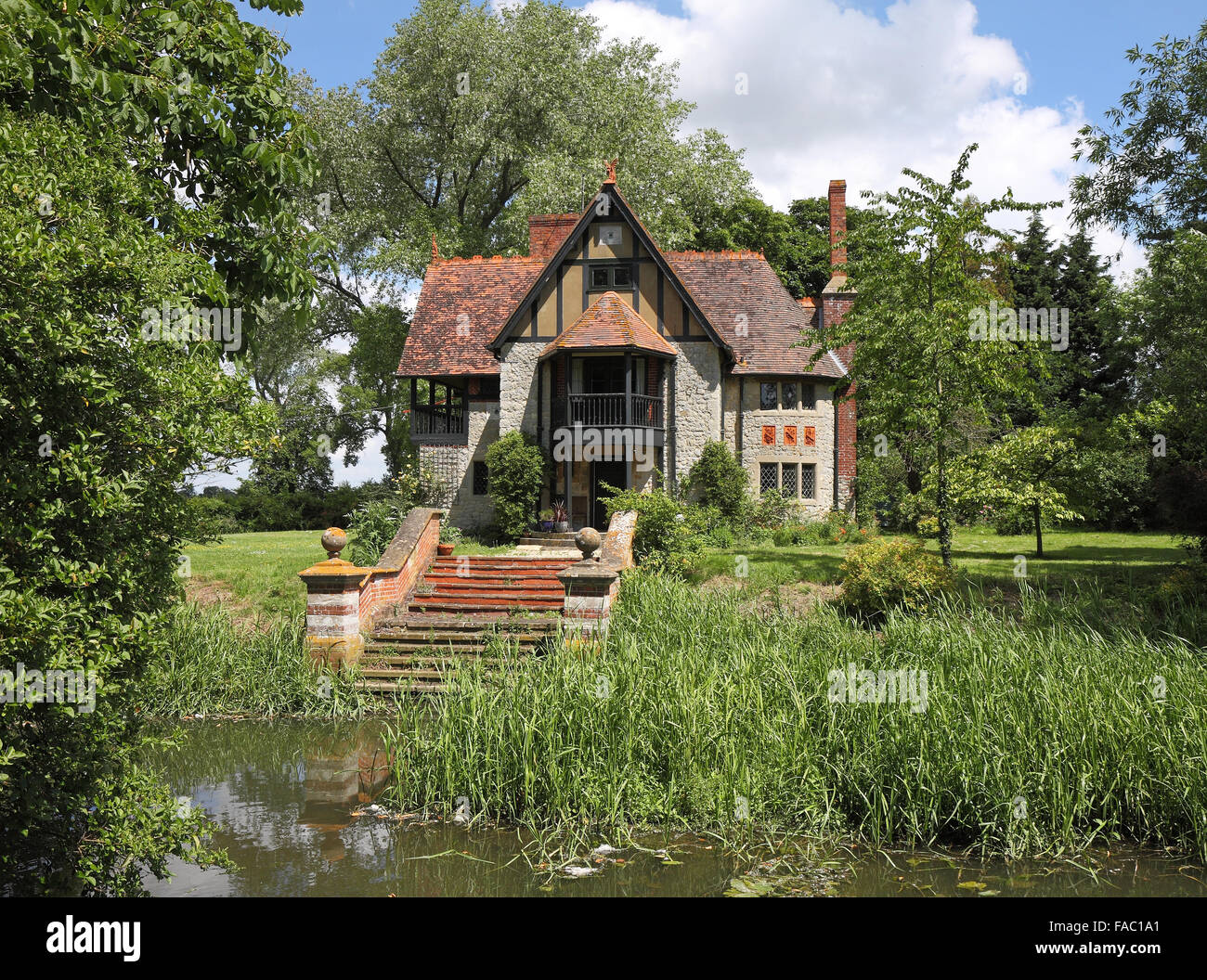 waterside cottage stock photos u0026 waterside cottage stock images