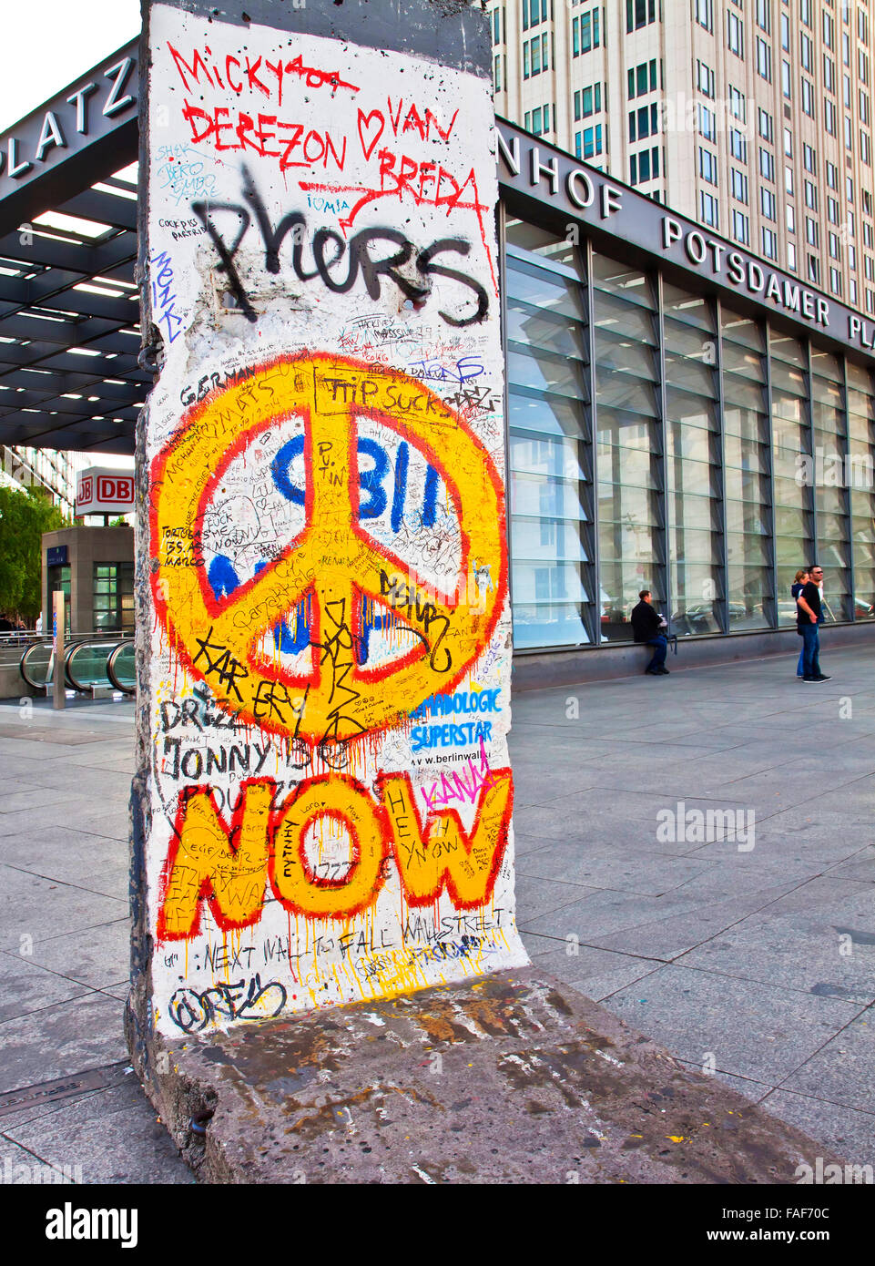 Grafiti wall berlin - Berlin Germany A Piece Of Historic Berlin Wall With Graffiti And Peace Symbol At Potsdamer Platz In Berlin