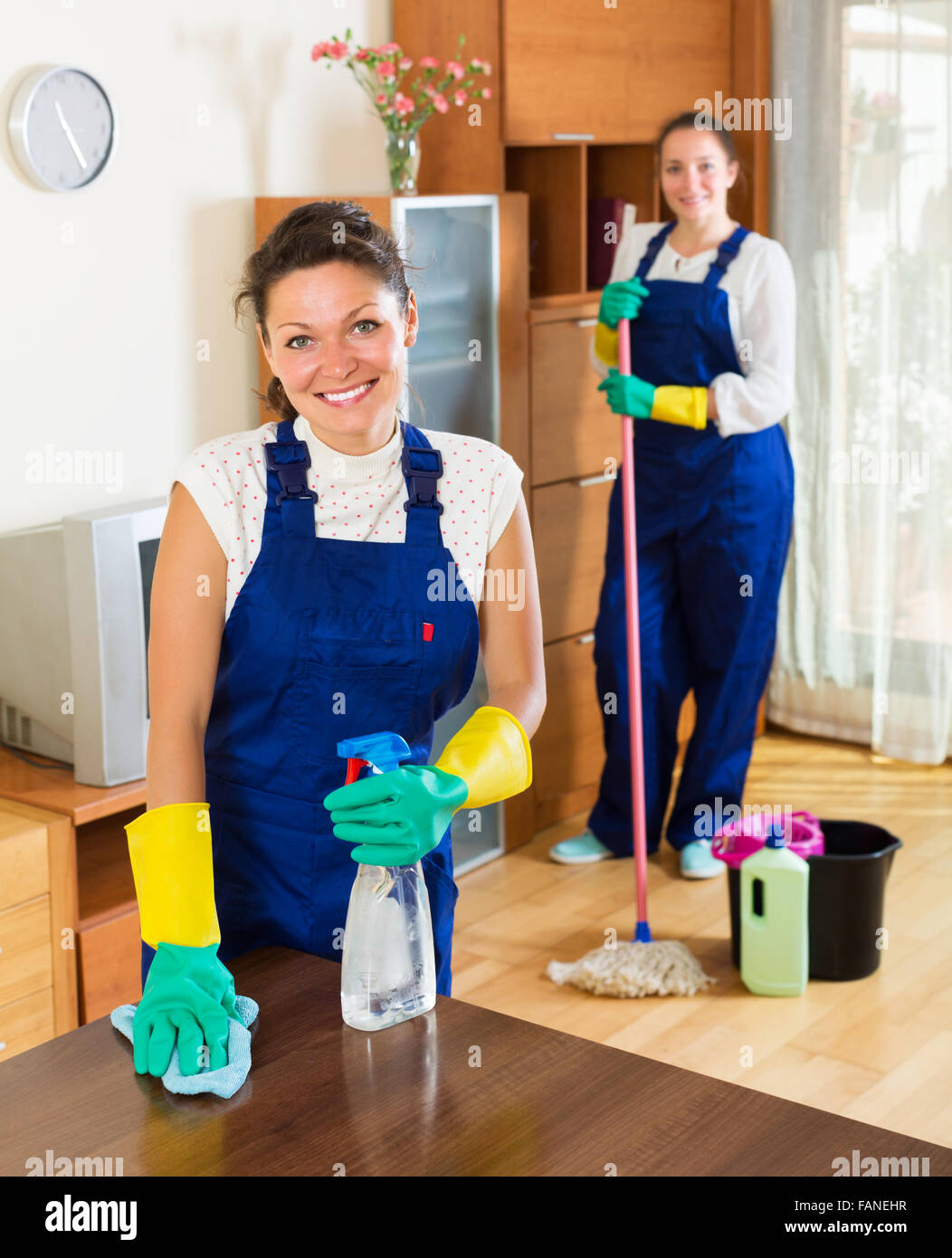 Exceptionnel Smiling Professional Cleaners Washing Apartment With Rag And Mop