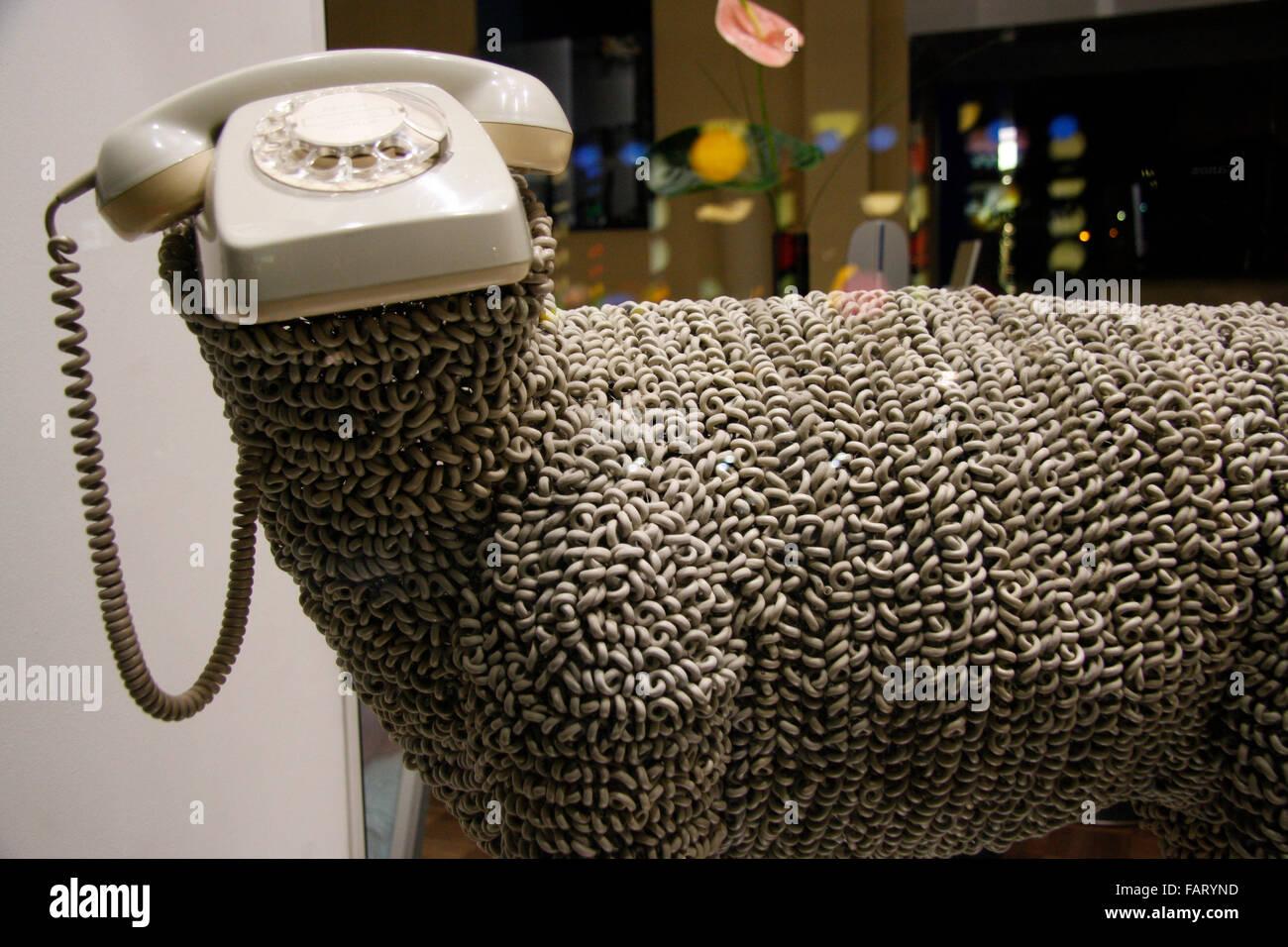 Schaf telefon schaufensterdekoration berlin mitte stock for Schaufensterdekoration