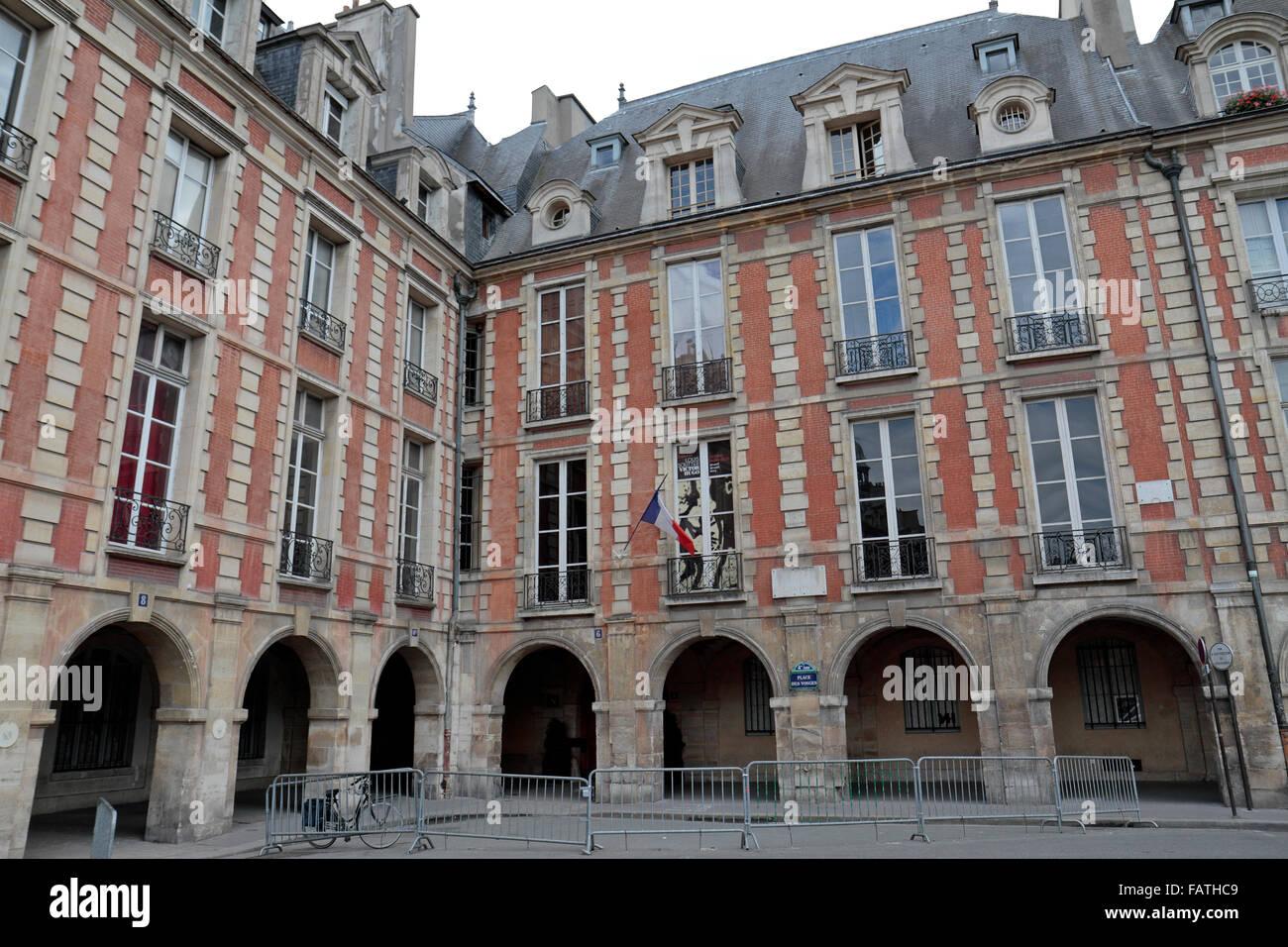 the maison de victor hugo on place des vosges stock photo royalty free image