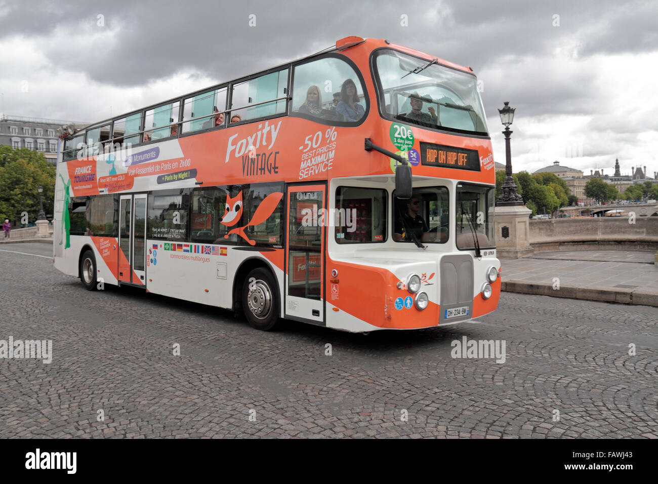a foxity bus tours hop on hop off tourist bus in paris france stock photo 92761427 alamy. Black Bedroom Furniture Sets. Home Design Ideas